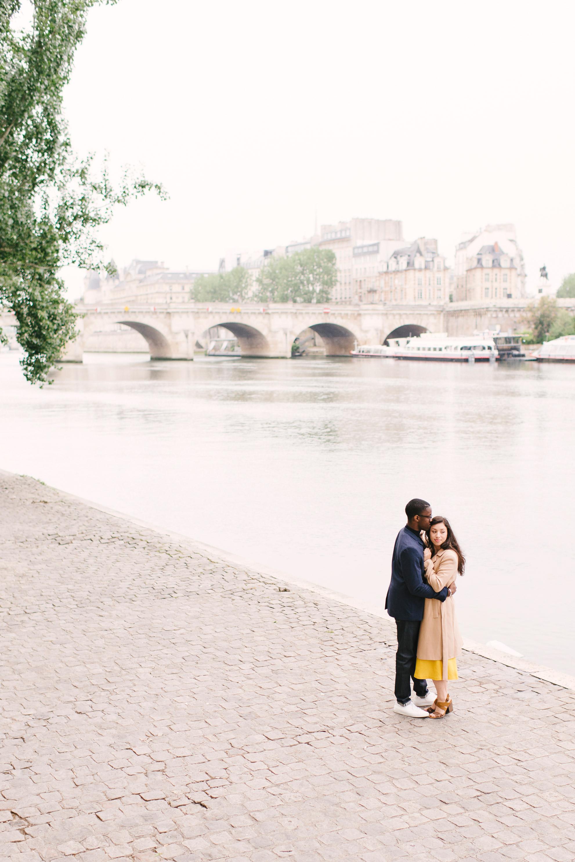 Couple-photoshoot-Paris-Pont-des-arts-Louvre-PalaisRoyale-004.jpg