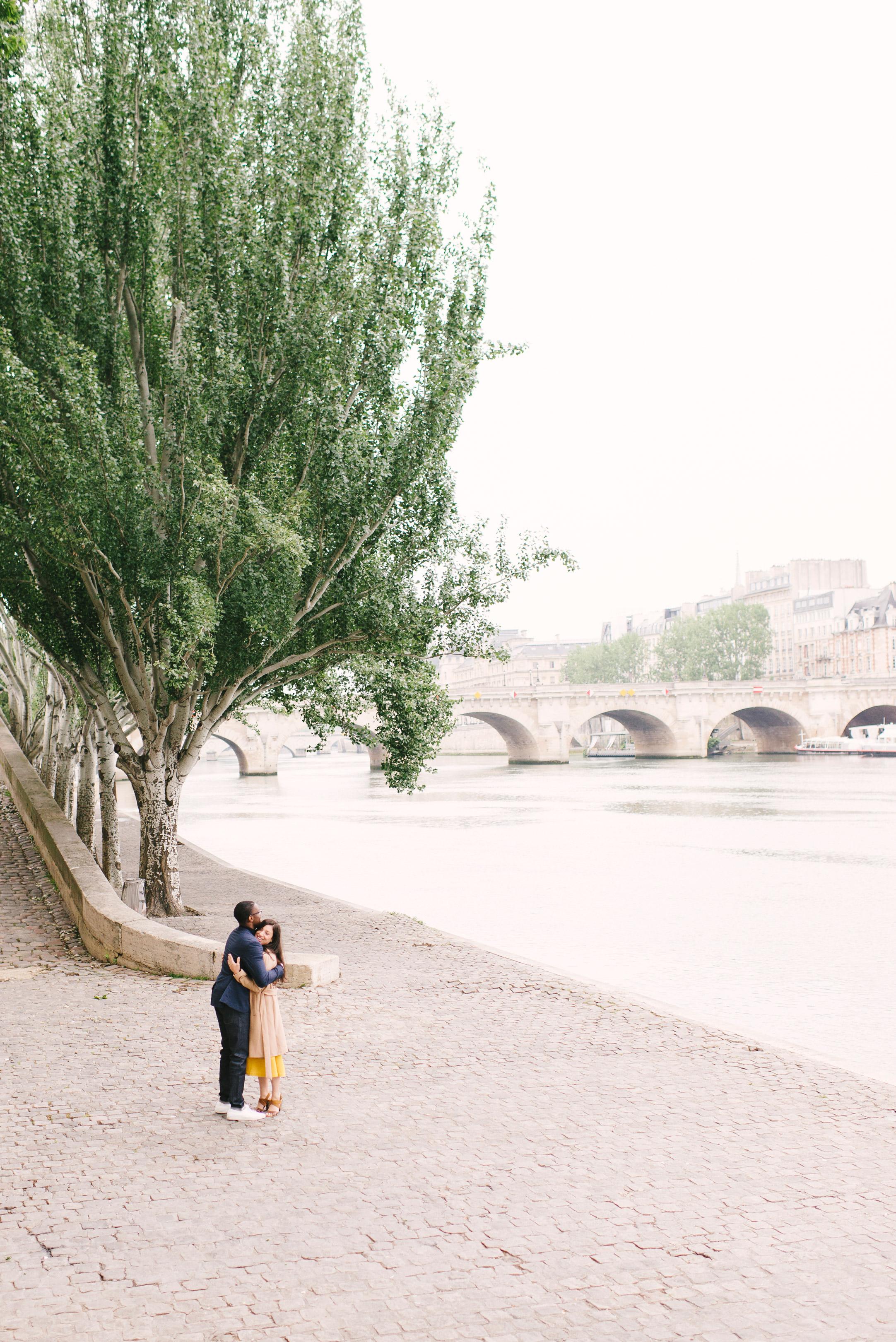 Couple-photoshoot-Paris-Pont-des-arts-Louvre-PalaisRoyale-003.jpg