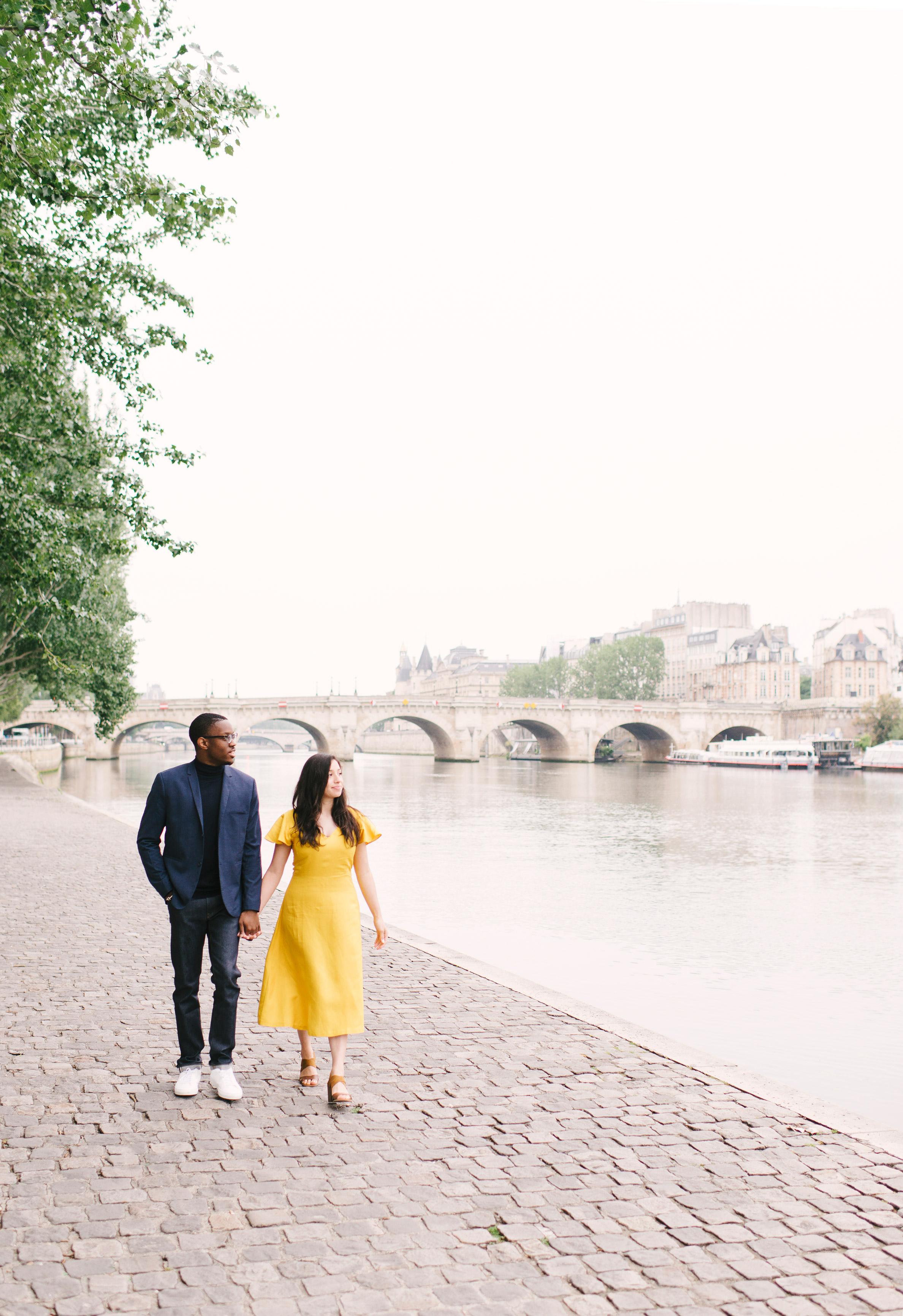 Couple-photoshoot-Paris-Pont-des-arts-Louvre-PalaisRoyale-008.jpg