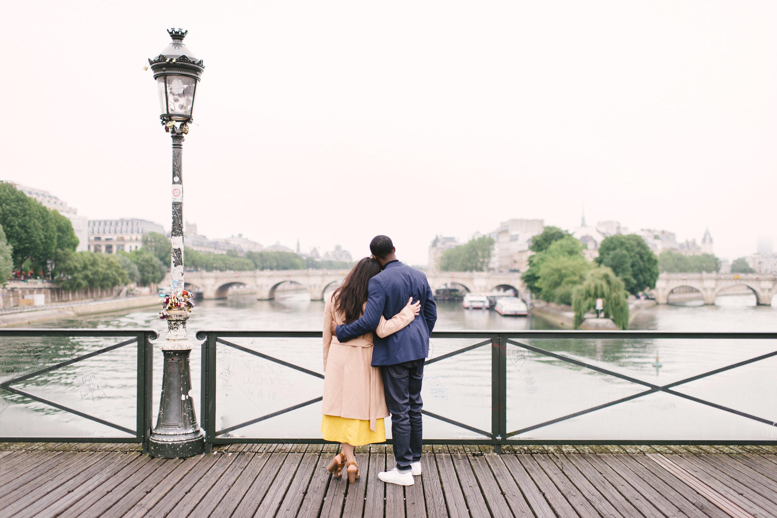 Couple-photoshoot-Paris-Pont-des-arts-Louvre-PalaisRoyale-016.jpg
