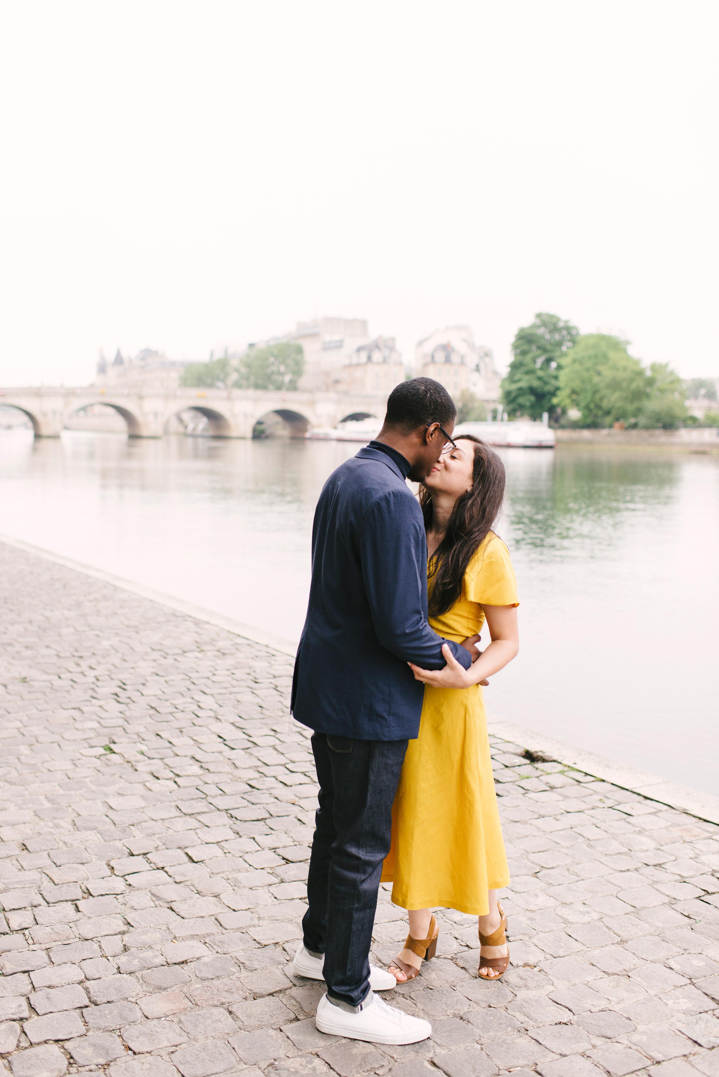 Couple-photoshoot-Paris-Pont-des-arts-Louvre-PalaisRoyale-011.jpg