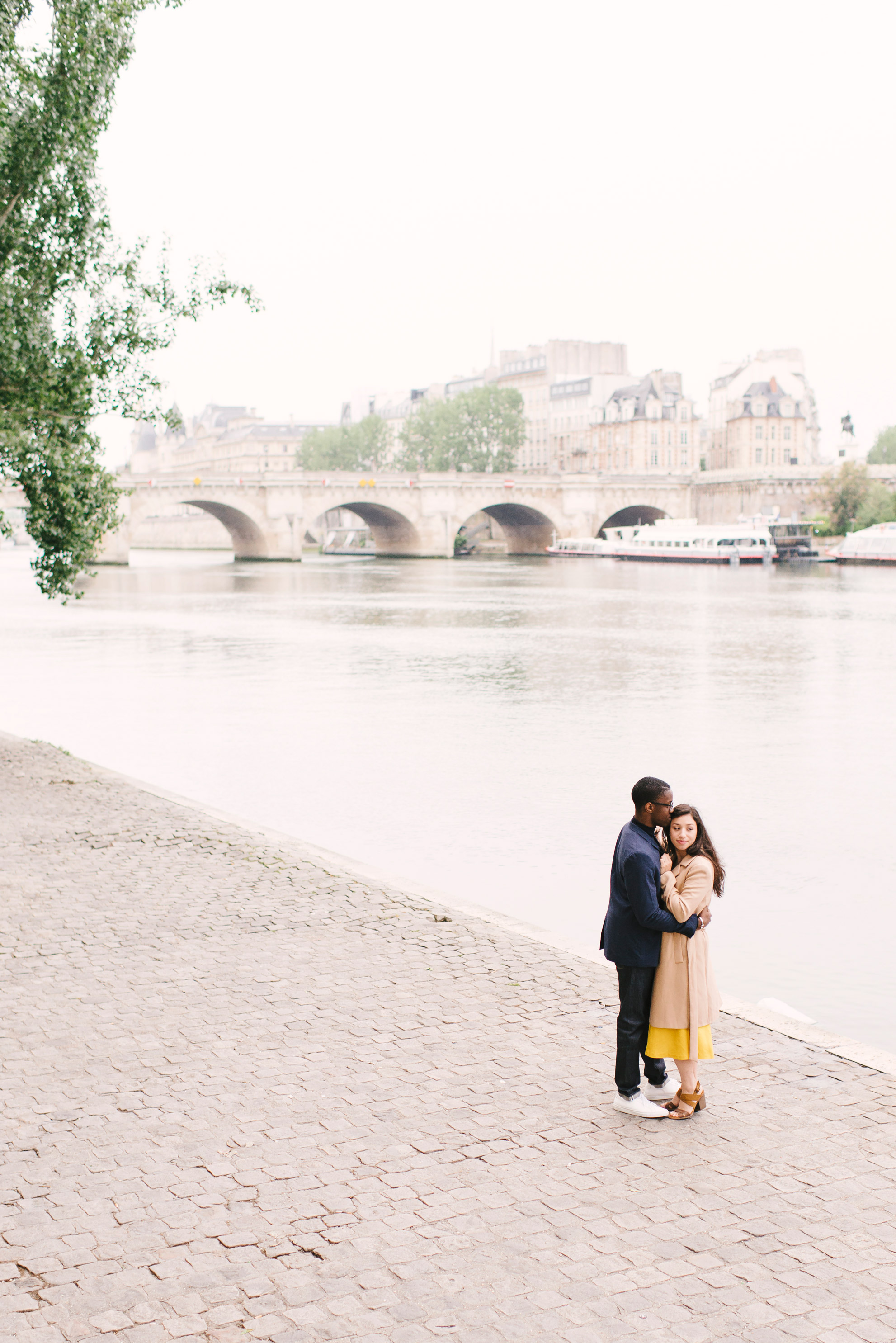 Couple-photoshoot-Paris-Pont-des-arts-Louvre-PalaisRoyale-004.jpg