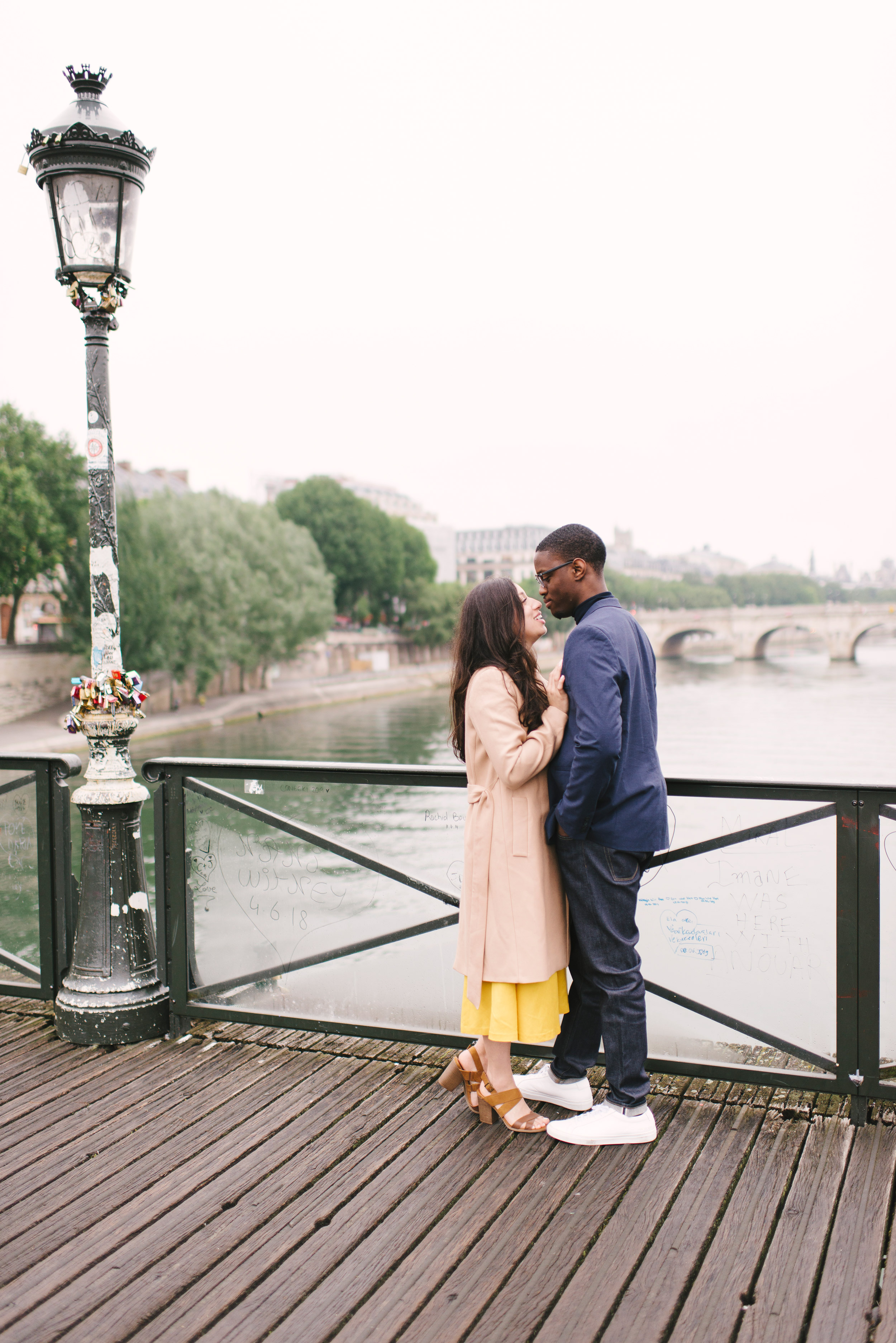Couple-photoshoot-Paris-Pont-des-arts-Louvre-PalaisRoyale-020.jpg