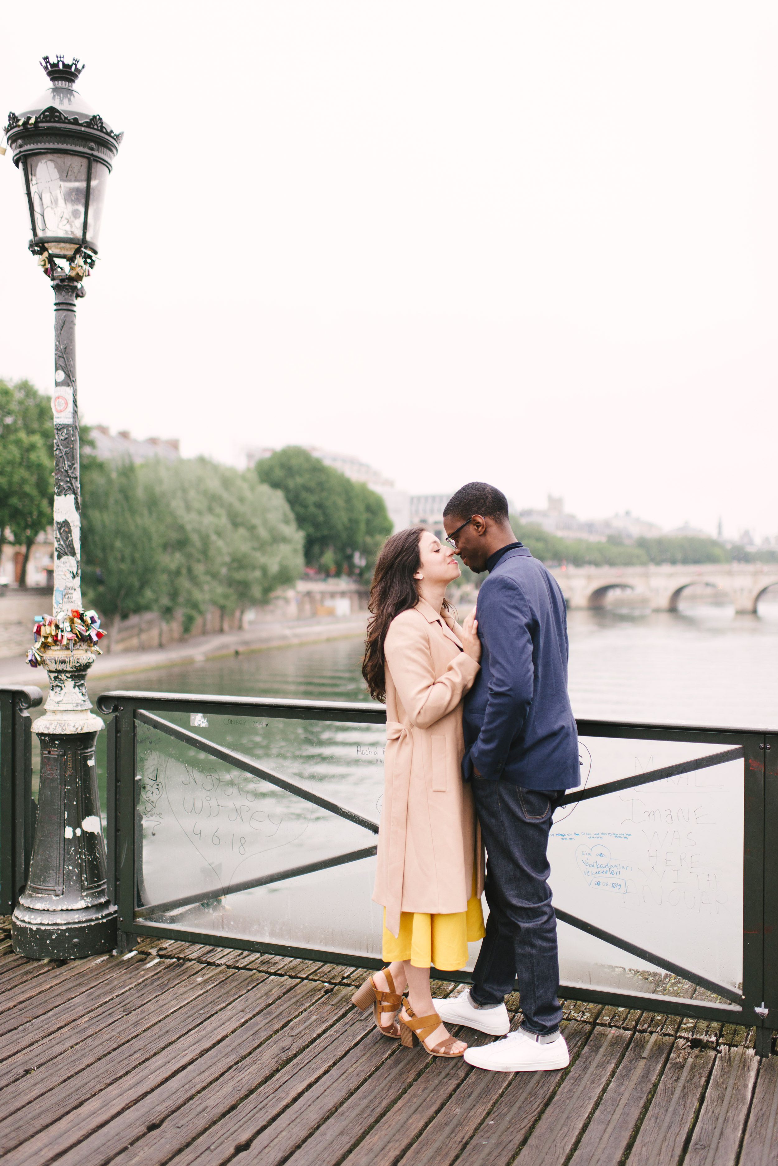 Couple-photoshoot-Paris-Pont-des-arts-Louvre-PalaisRoyale-021.jpg