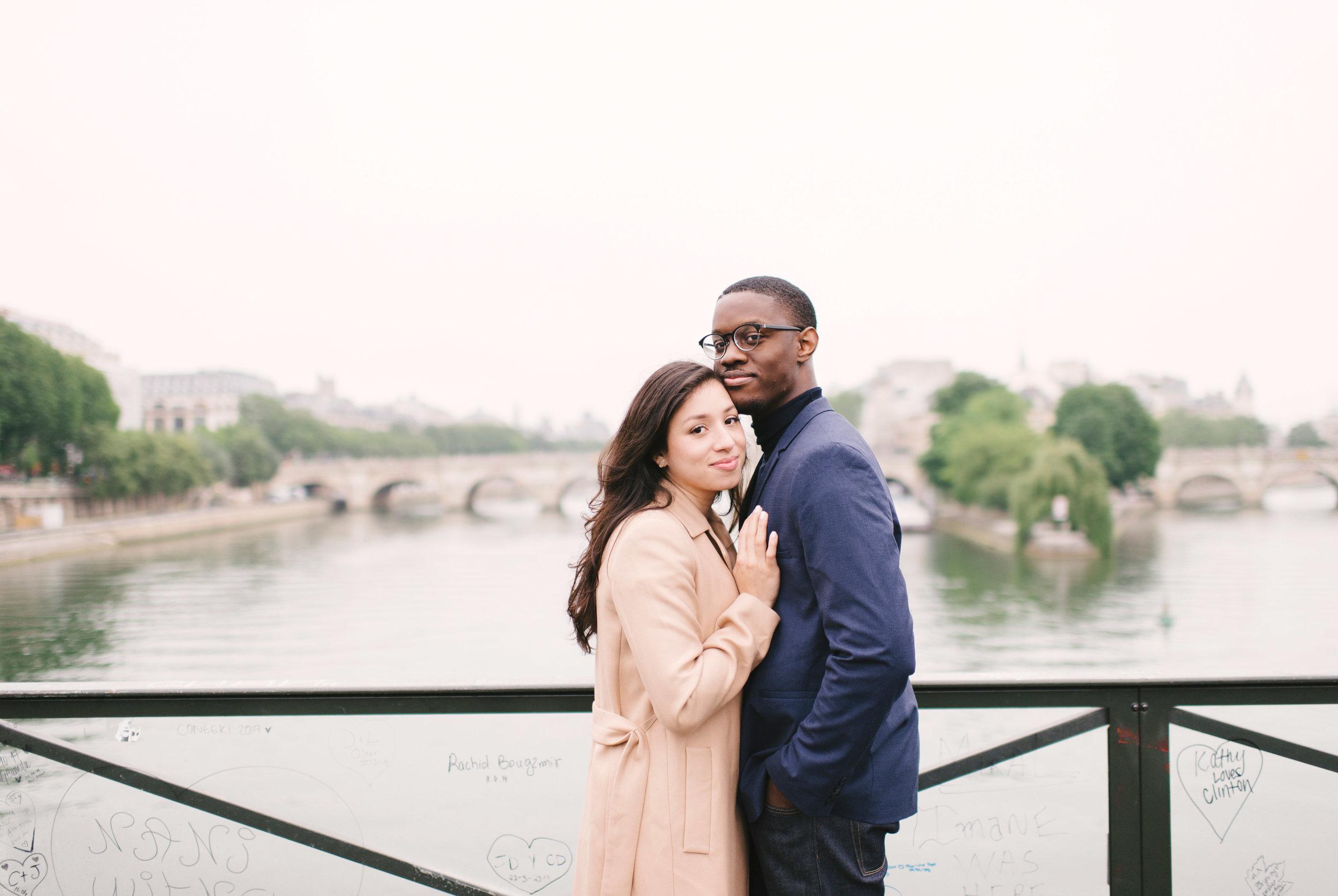 Couple-photoshoot-Paris-Pont-des-arts-Louvre-PalaisRoyale-024.jpg