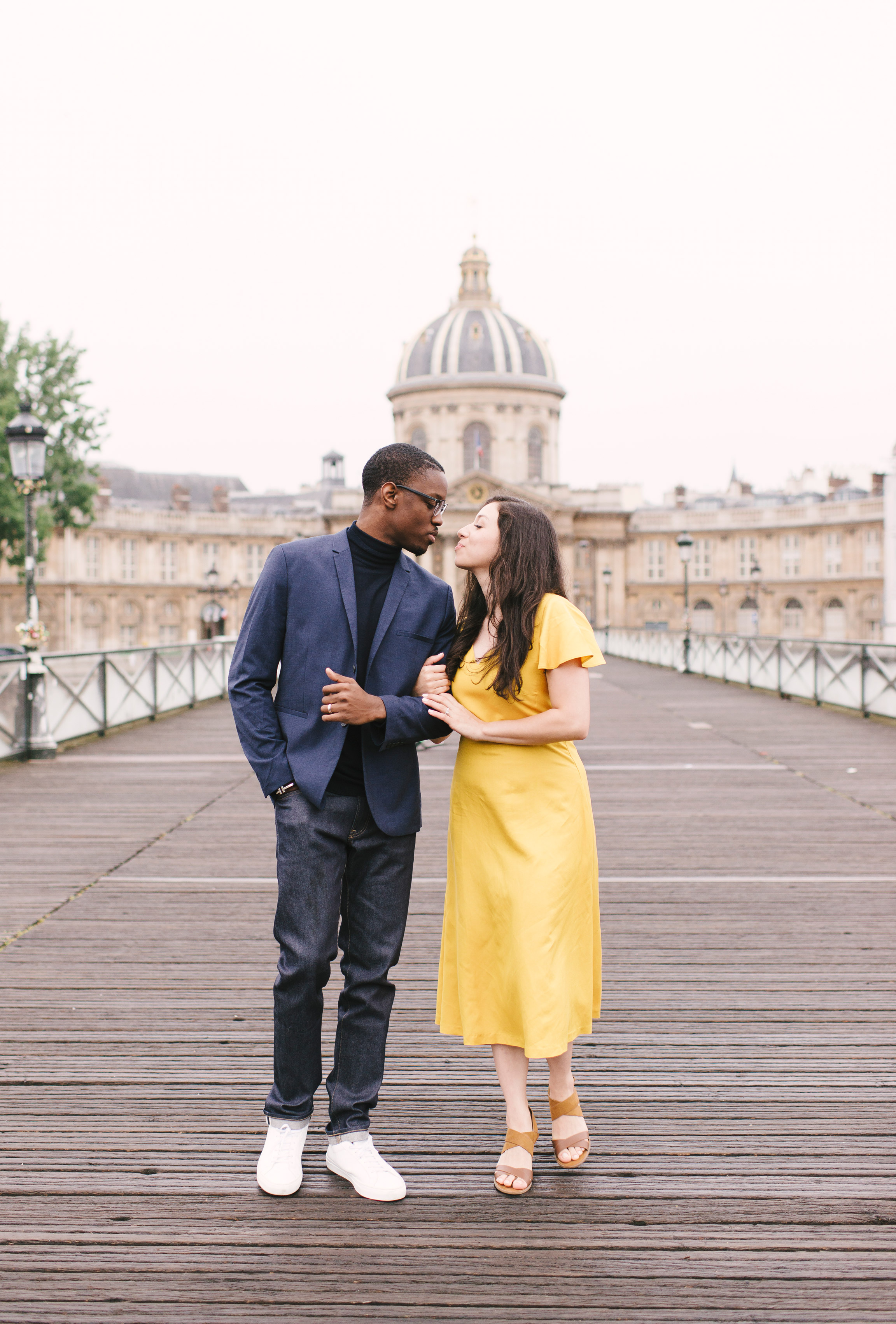 Couple-photoshoot-Paris-Pont-des-arts-Louvre-PalaisRoyale-026.jpg