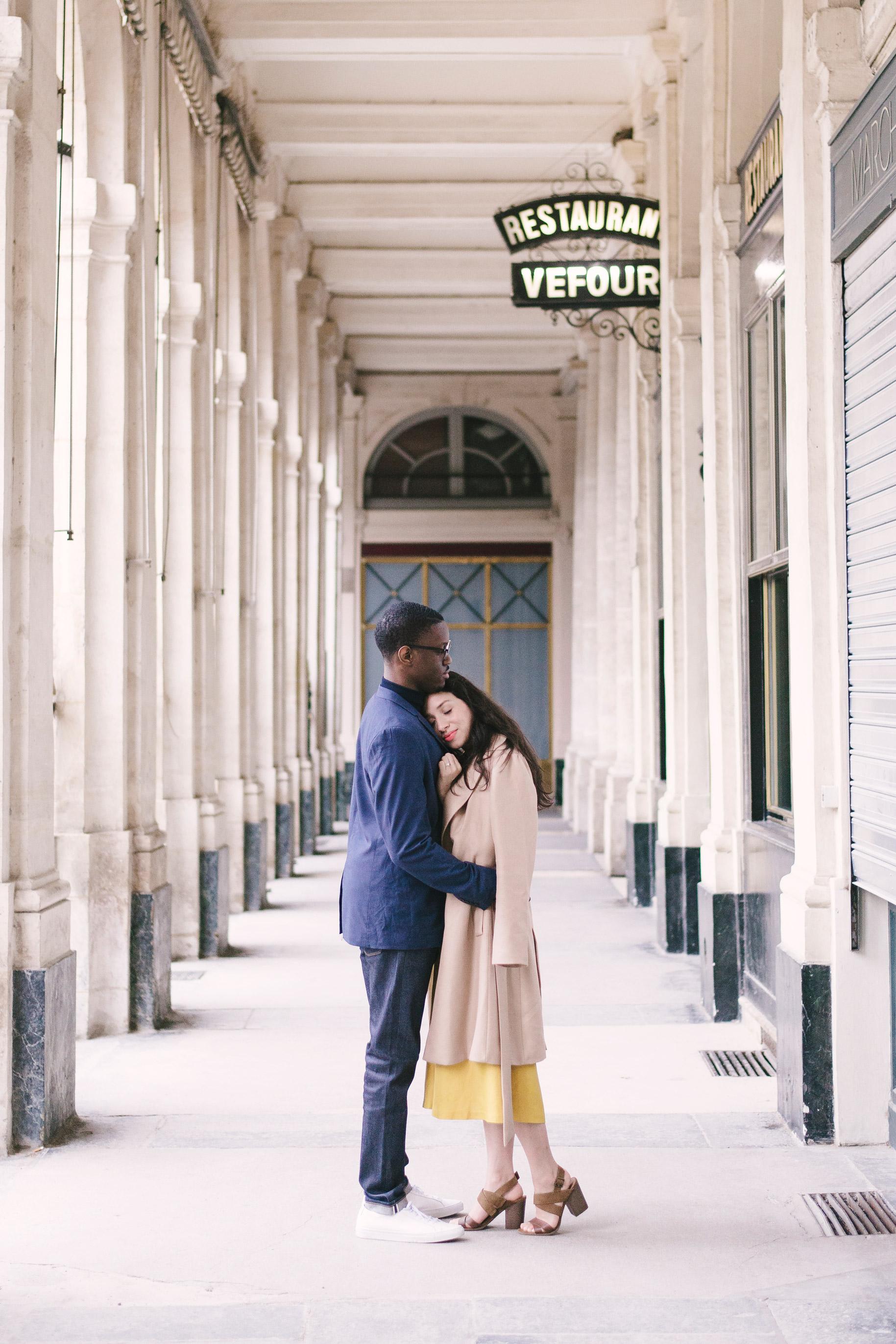 Couple-photoshoot-Paris-Pont-des-arts-Louvre-PalaisRoyale-042.jpg