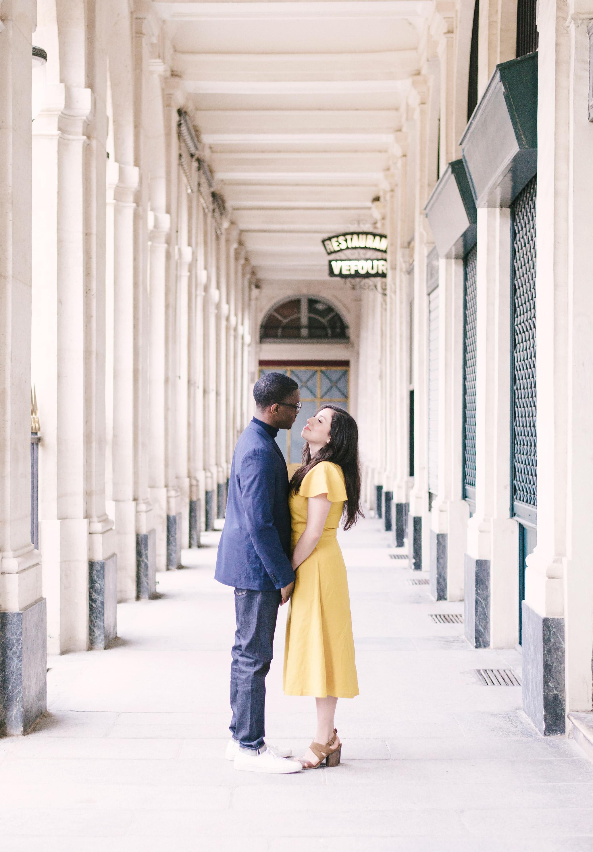 Couple-photoshoot-Paris-Pont-des-arts-Louvre-PalaisRoyale-050.jpg