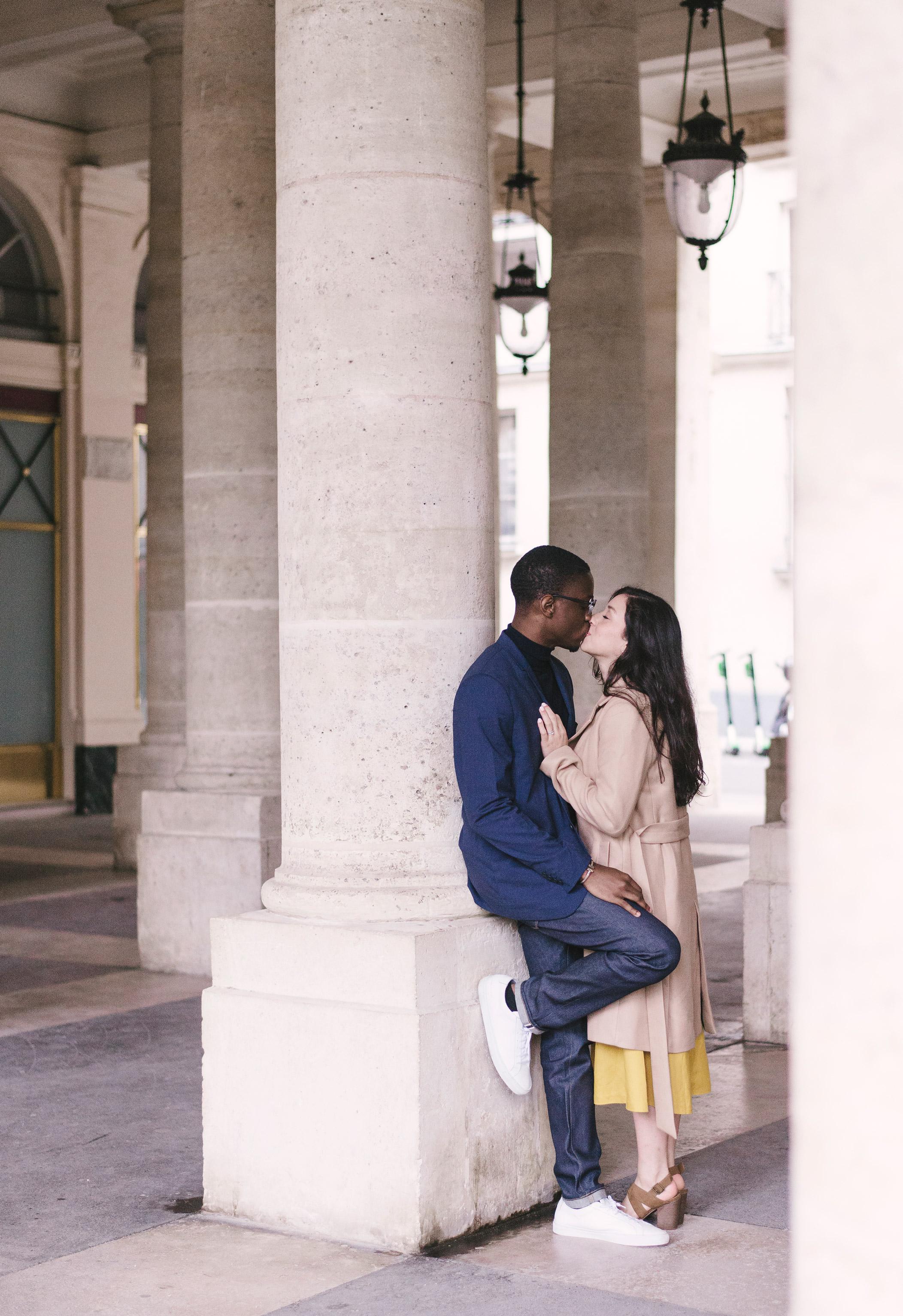Couple-photoshoot-Paris-Pont-des-arts-Louvre-PalaisRoyale-051.jpg