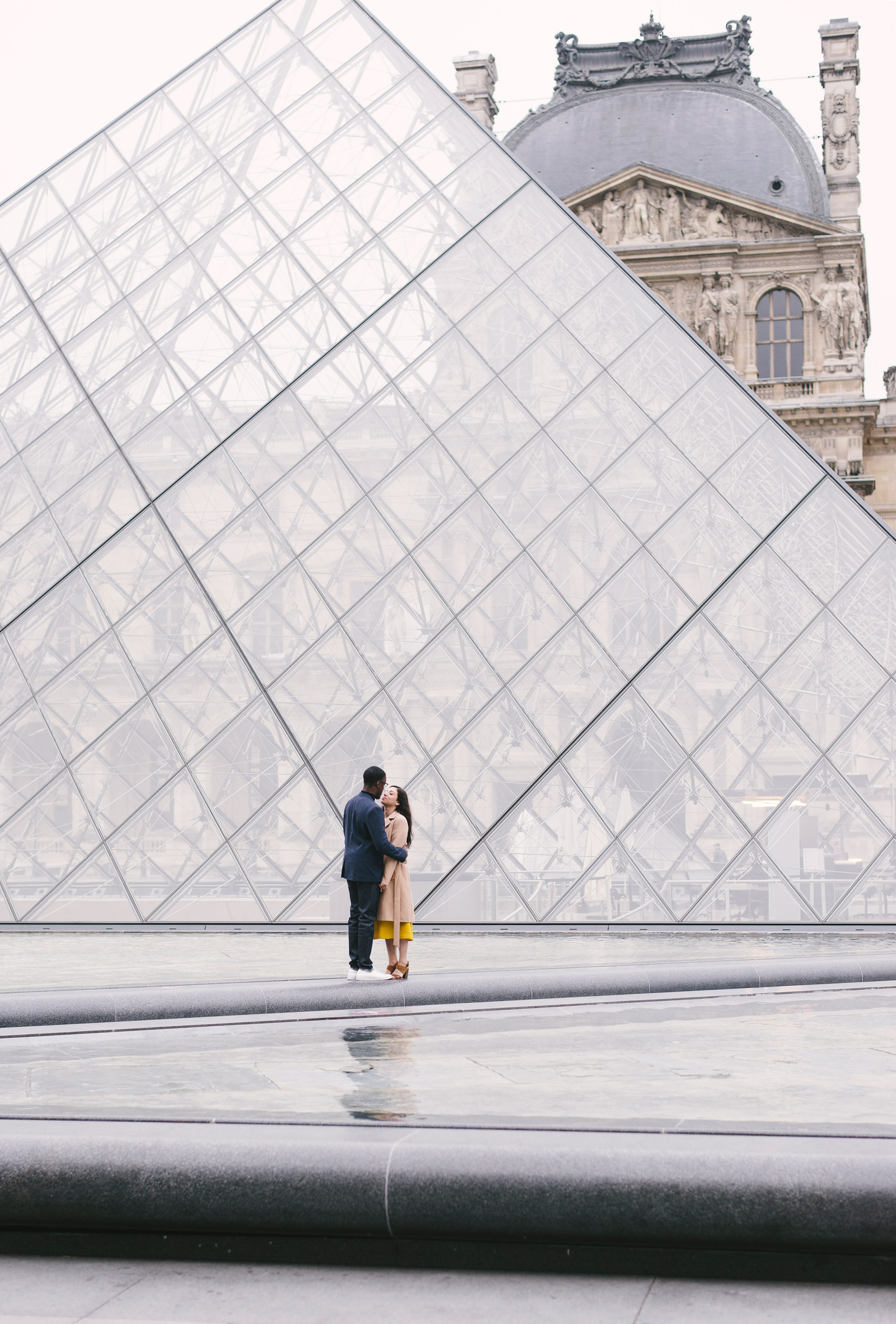 Couple-photoshoot-Paris-Pont-des-arts-Louvre-PalaisRoyale-058.jpg
