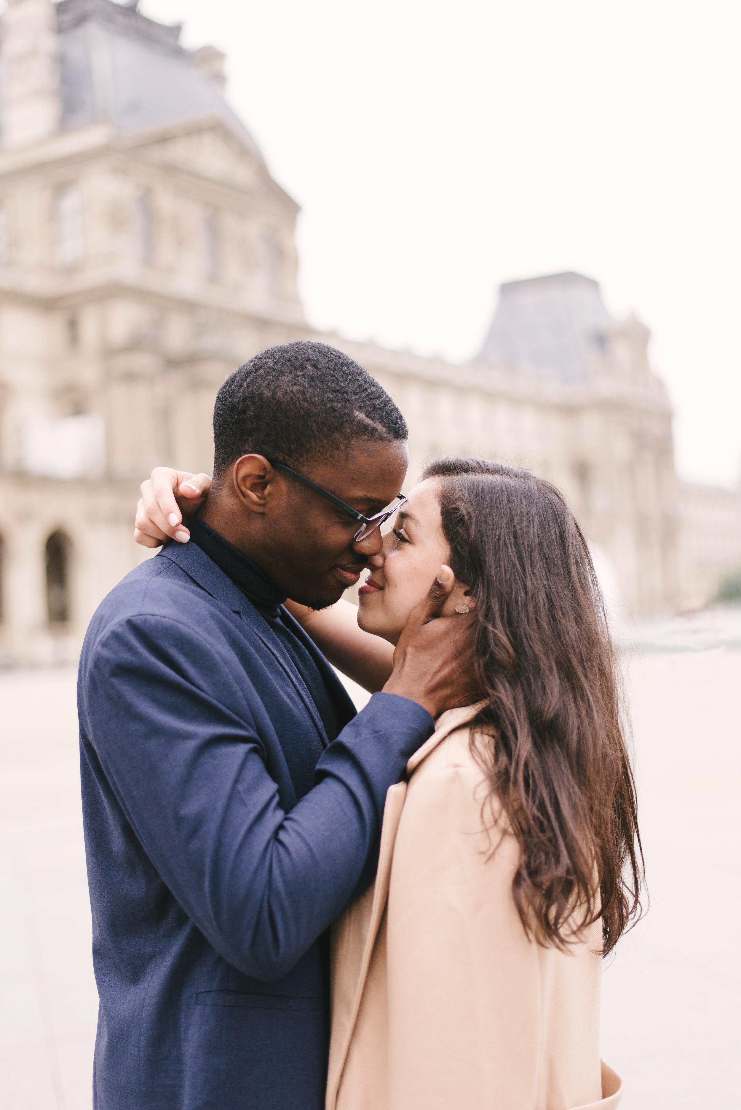 Couple-photoshoot-Paris-Pont-des-arts-Louvre-PalaisRoyale-079.jpg