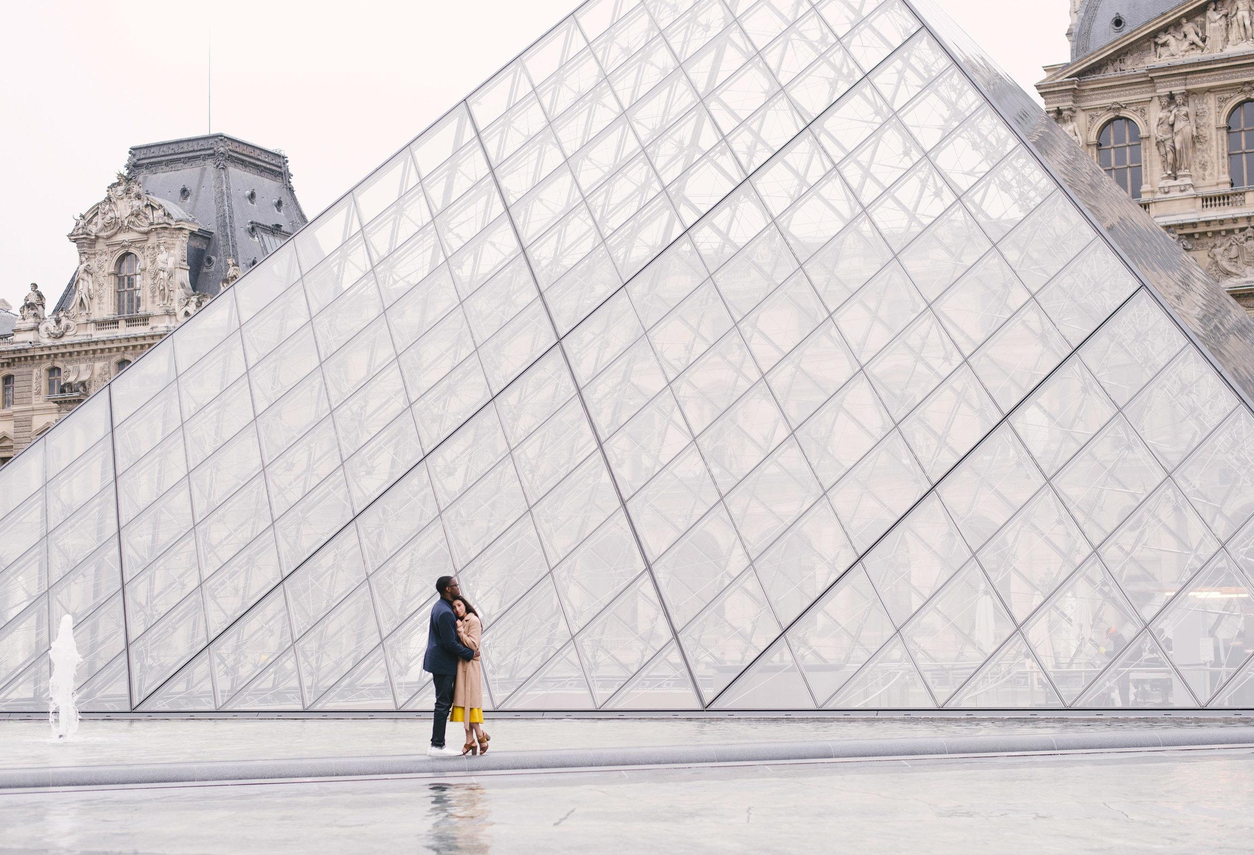 Couple-photoshoot-Paris-Pont-des-arts-Louvre-PalaisRoyale-059.jpg