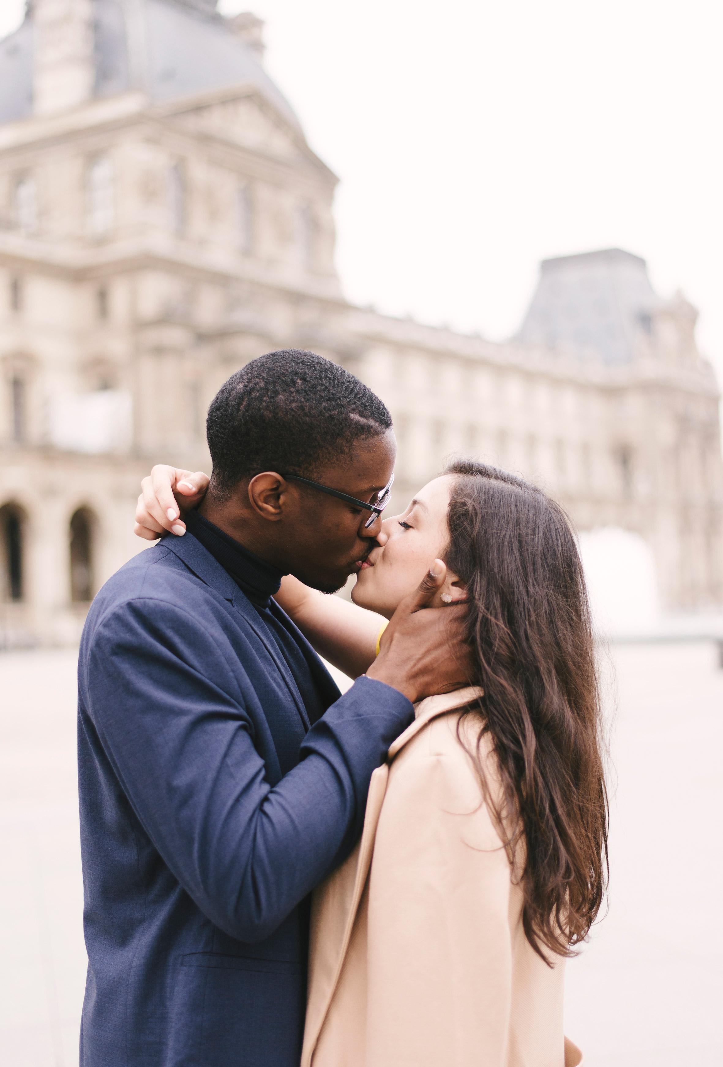 Couple-photoshoot-Paris-Pont-des-arts-Louvre-PalaisRoyale-080.jpg