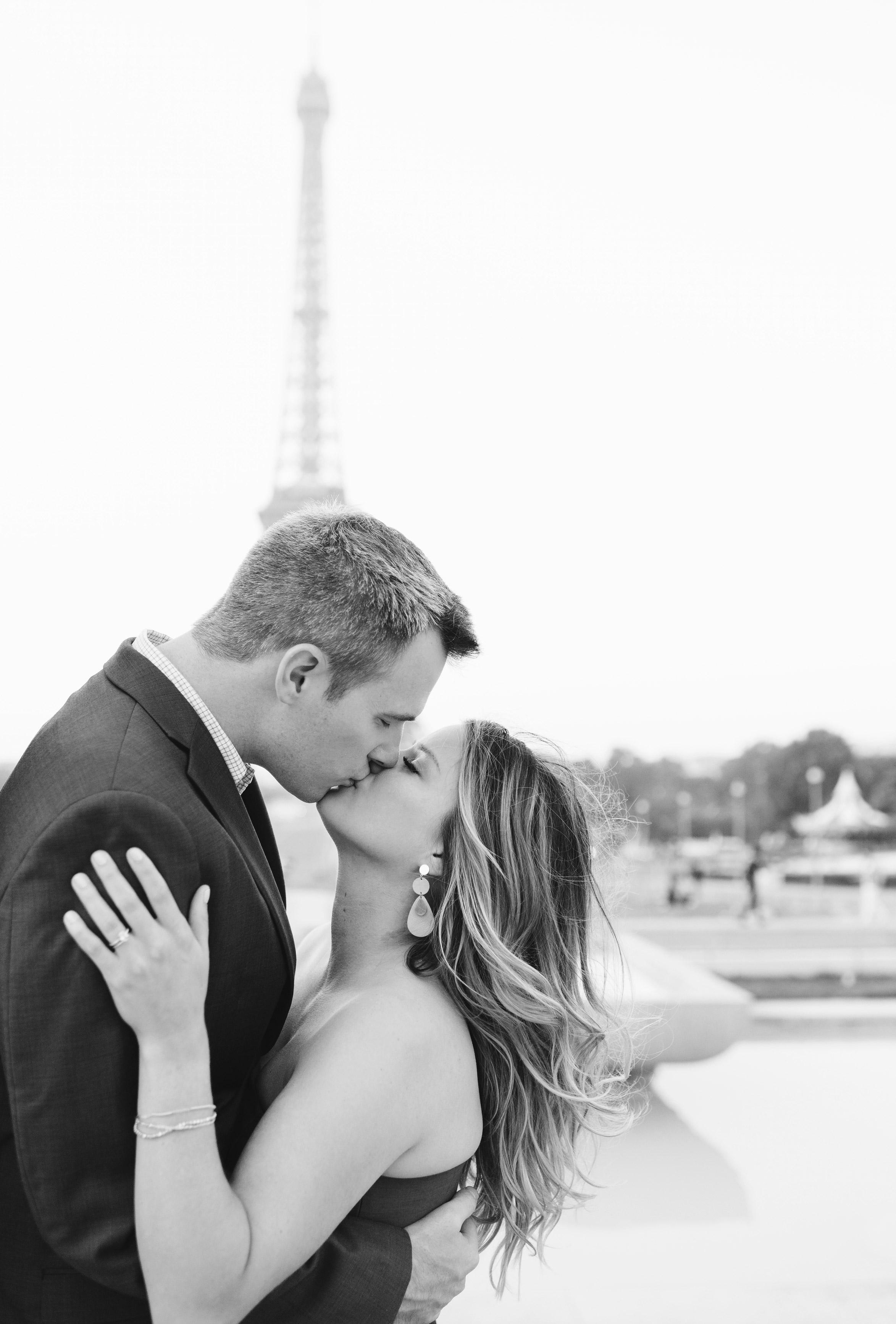 Couple-portrait-session-Paris-EiffelTower-Seine-Cafe038.jpg