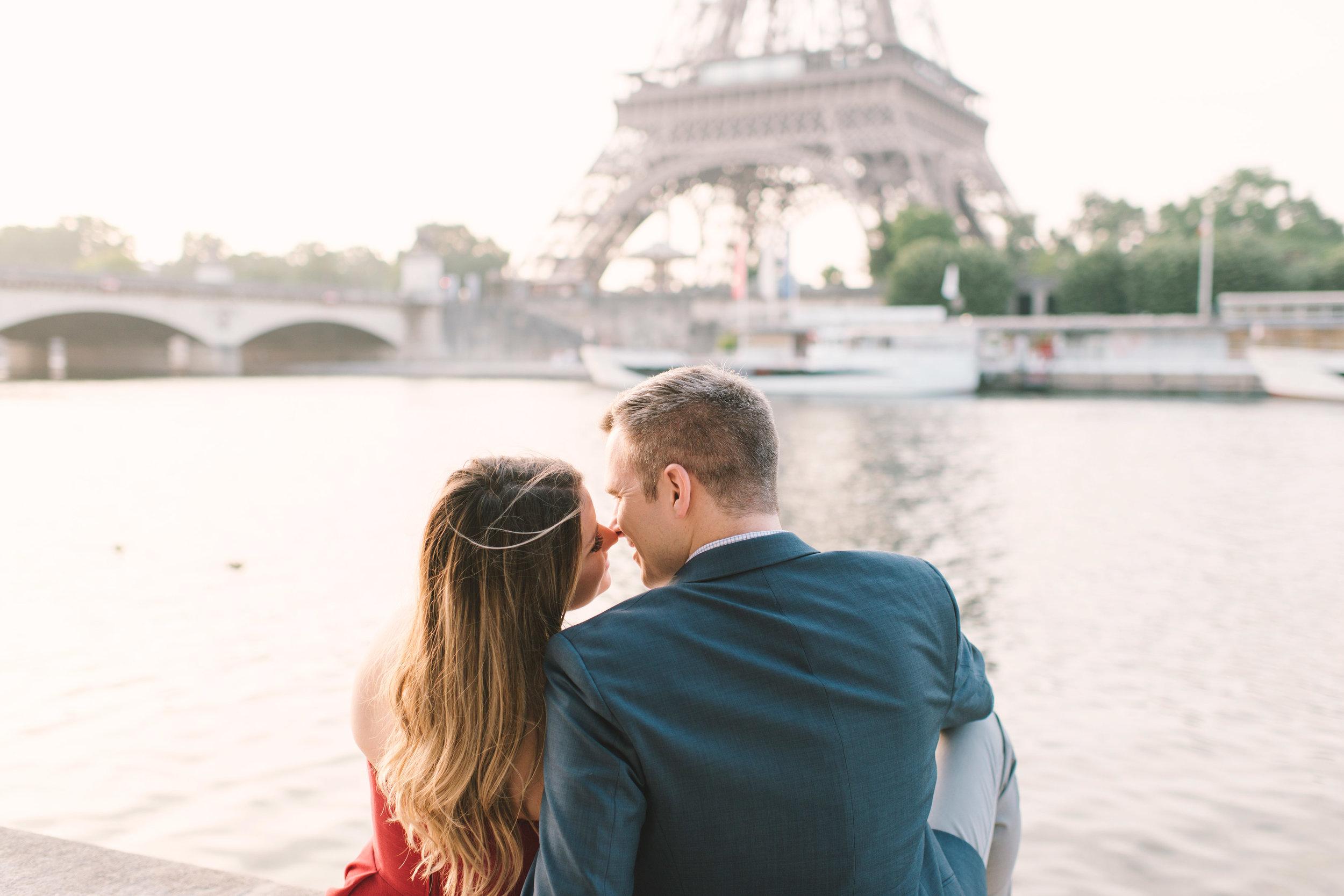 Couple-portrait-session-Paris-EiffelTower-Seine-Cafe068.jpg