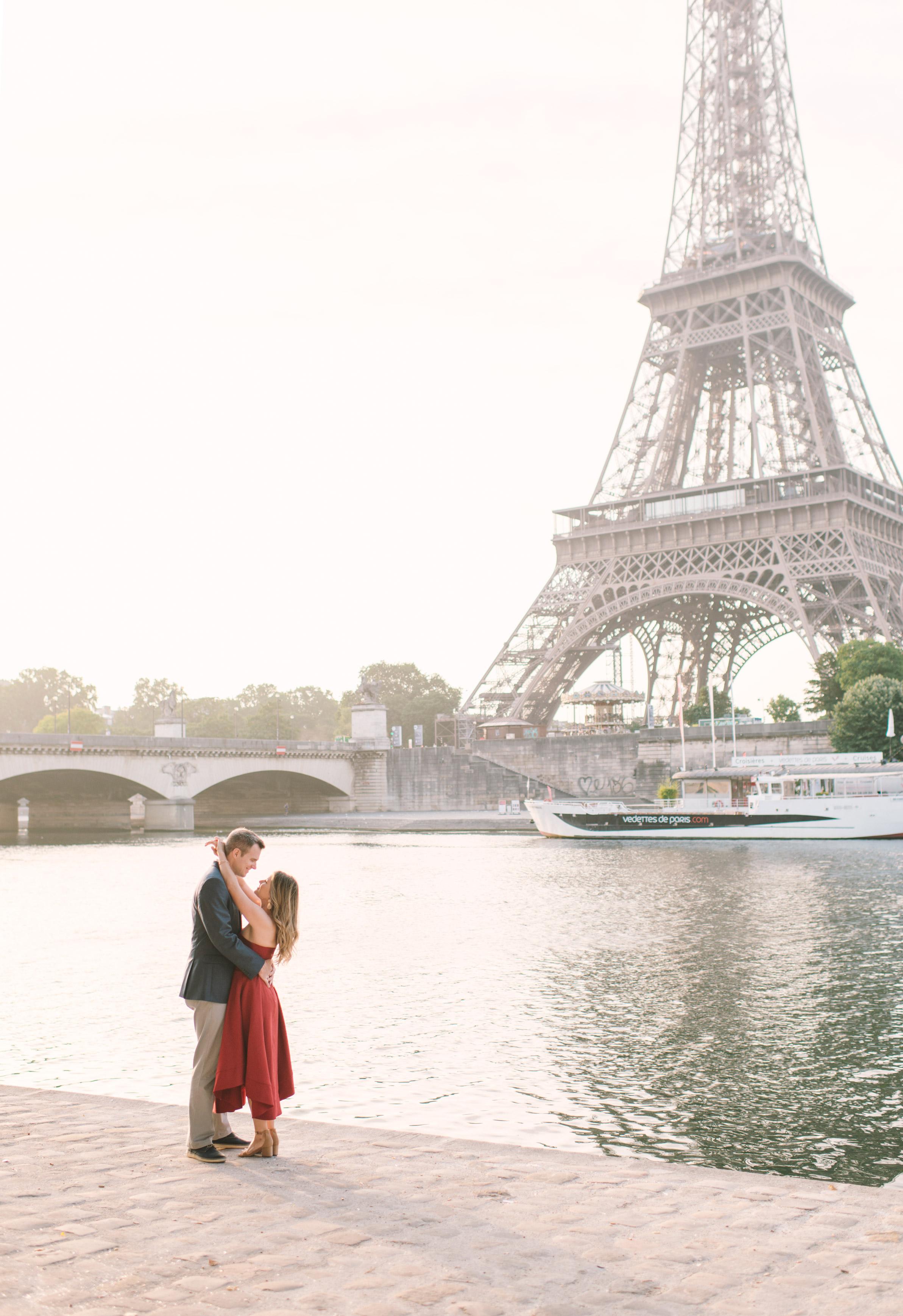 Couple-portrait-session-Paris-EiffelTower-Seine-Cafe078.jpg