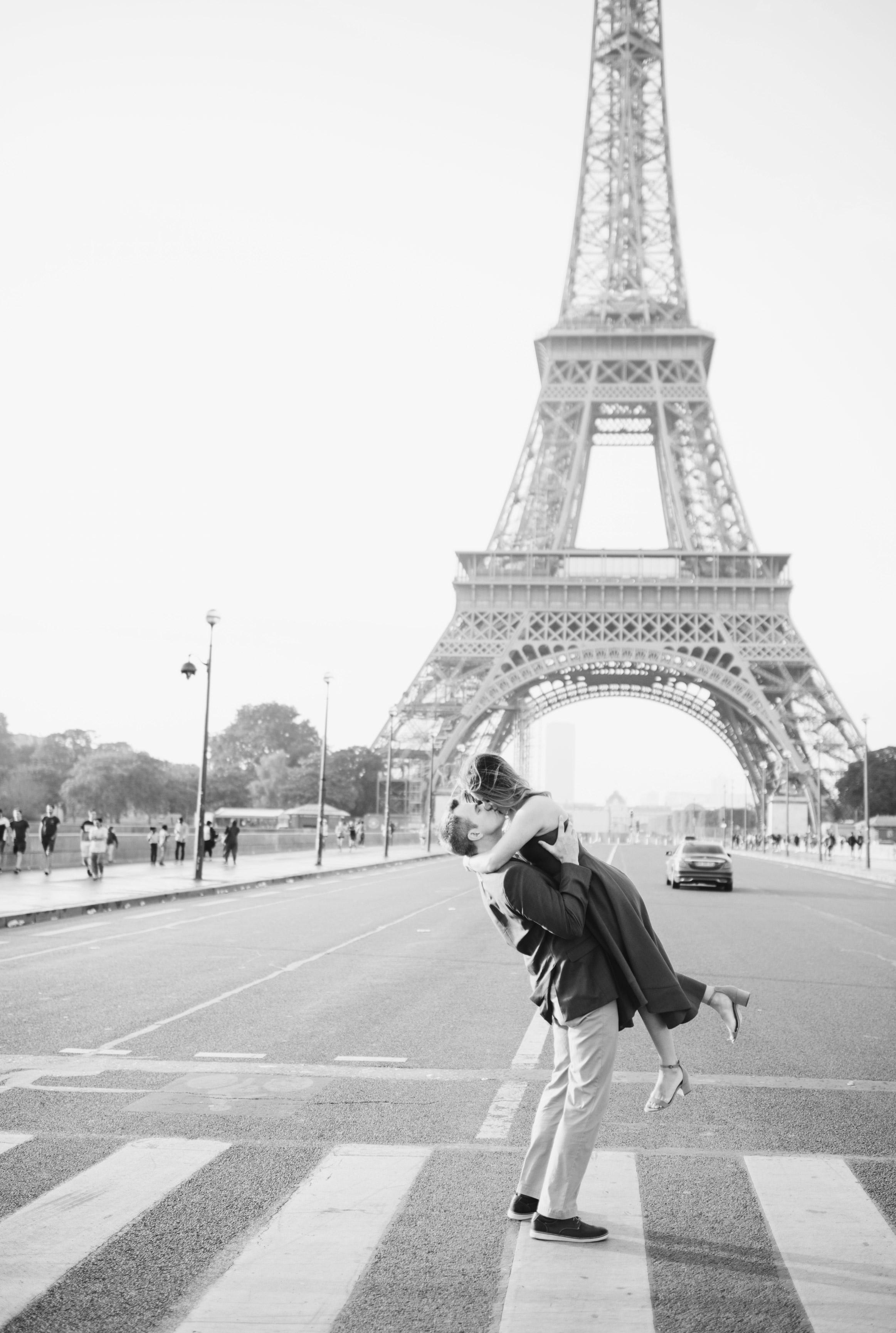 Couple-portrait-session-Paris-EiffelTower-Seine-Cafe123.jpg