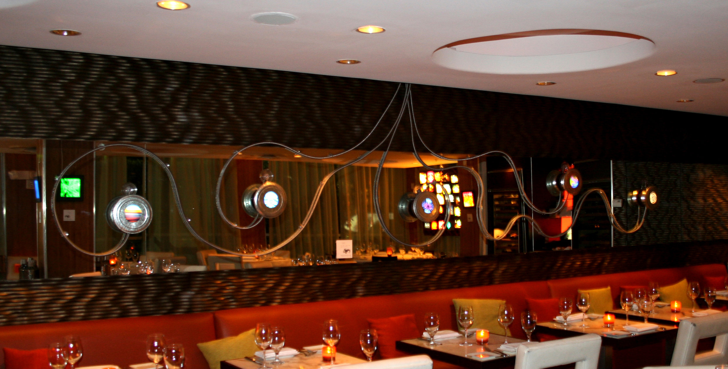 OLA Restaurant, Miami Beach : Light installation on mirror