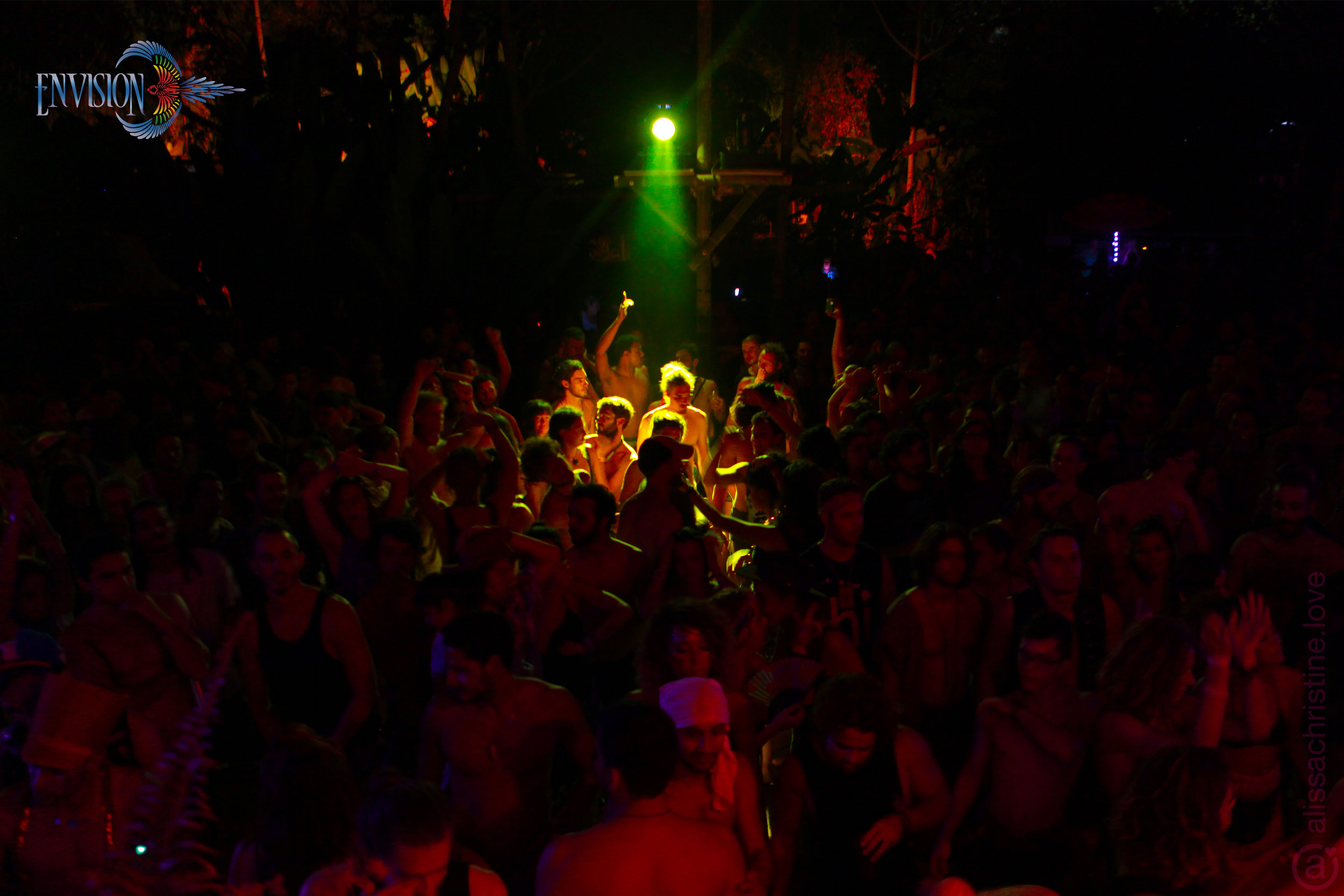 alissaChristine-ef-lapa-nicolaCruz-crowd-02-24-17-7215-lo.jpg