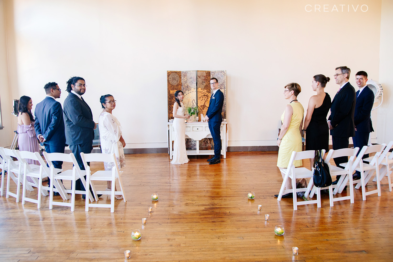 13. Destination elopement to Chicago with your family, with travel decor and theme