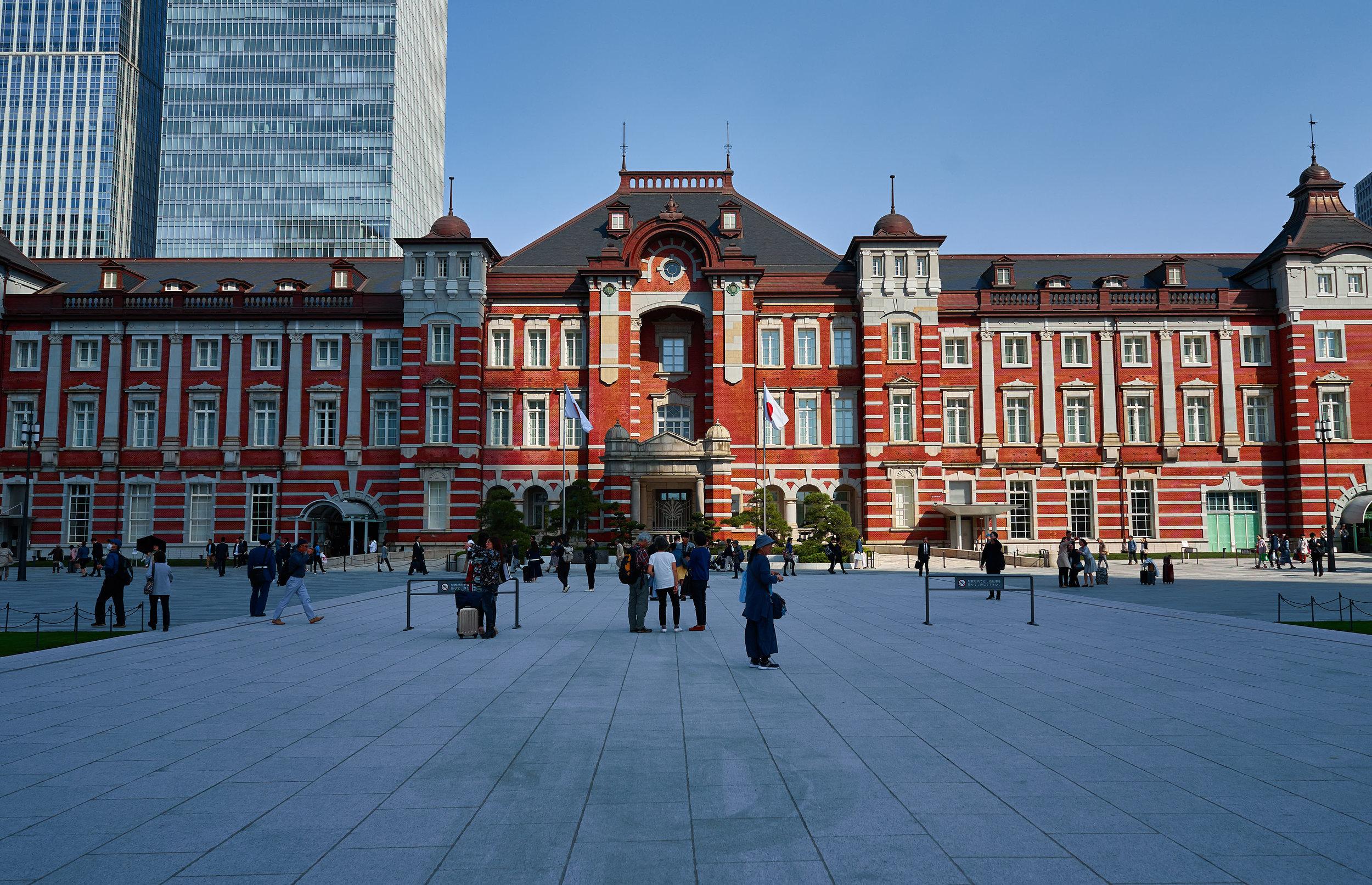 Tokio_Bahnhof_train station outside_kom.jpg