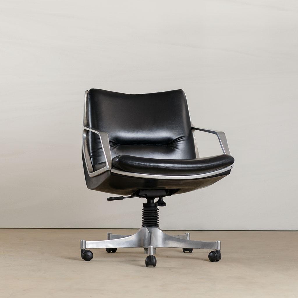 commander | seating -