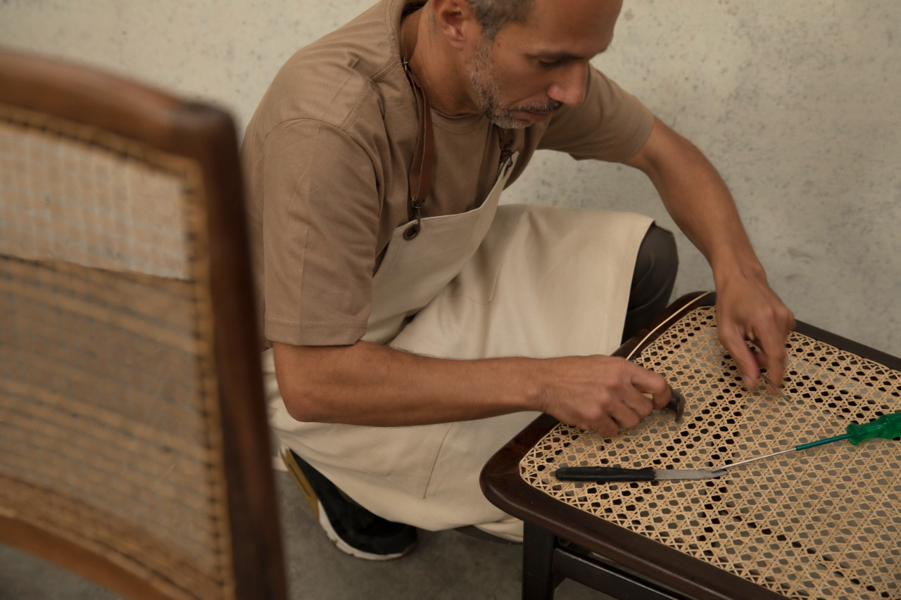"Ataíde, the Straw Craftsman - To comprehend the Brazilian furniture production, one must look at the Brazilian house and its morphological aspects of it. This article presents the relations between the tropical landscape and domestic landscape. ""A house without furniture is not a house, and it is a shelter, it is an ephemeral space for life"""