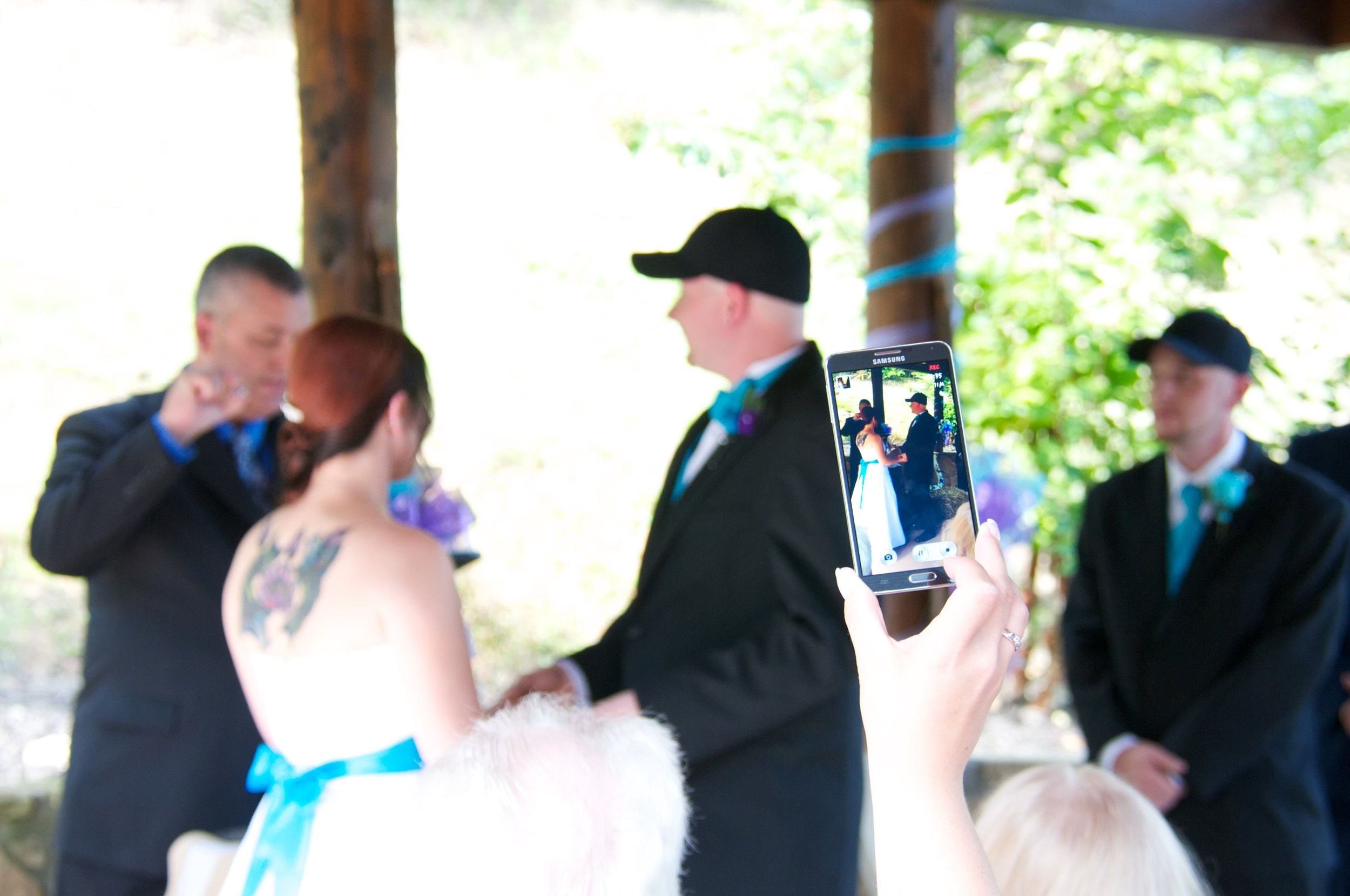 Smart phone ruins a wedding photo