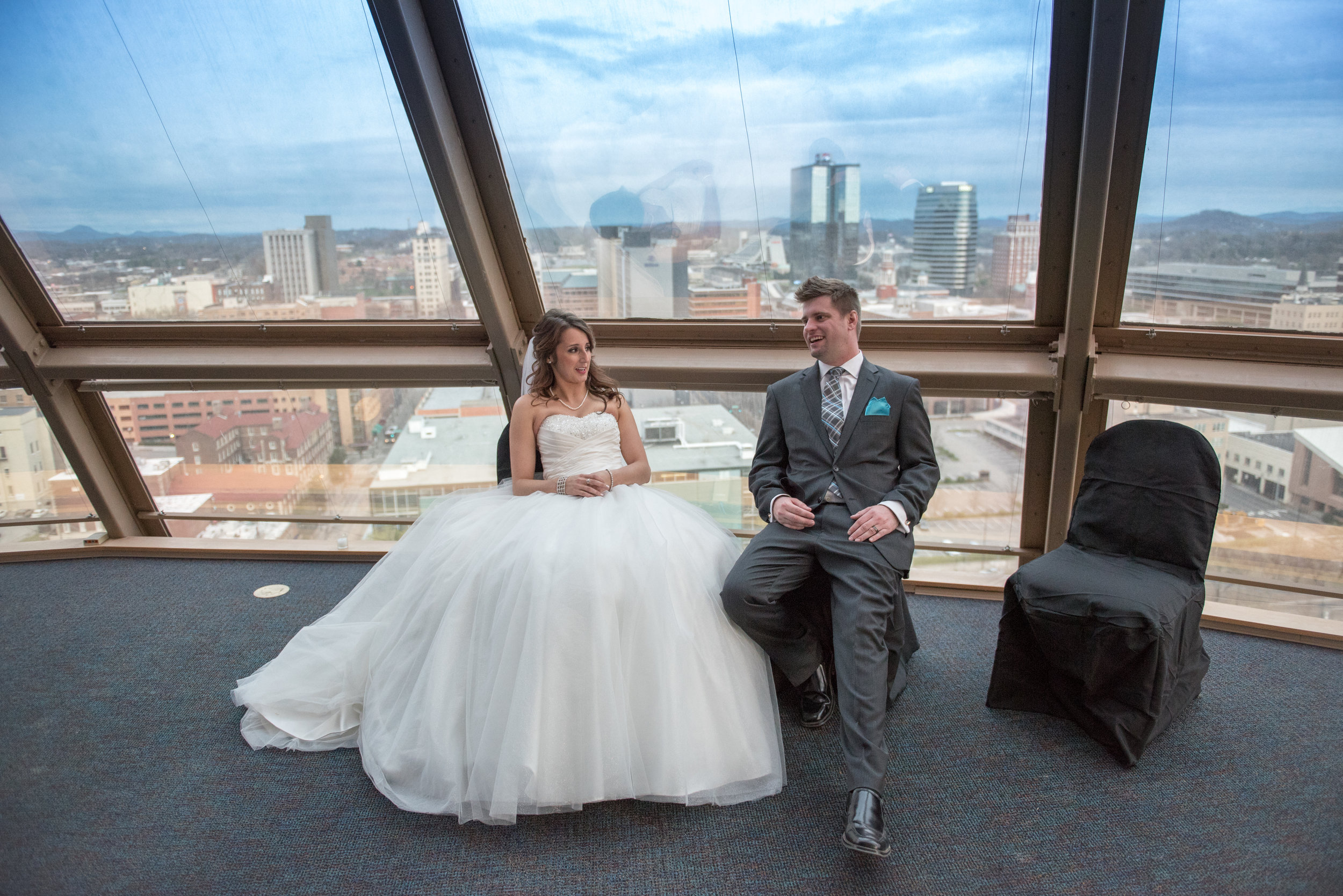 A little break between the ceremony and the reception - Jessica & Mitchell had a classic Knoxville wedding.