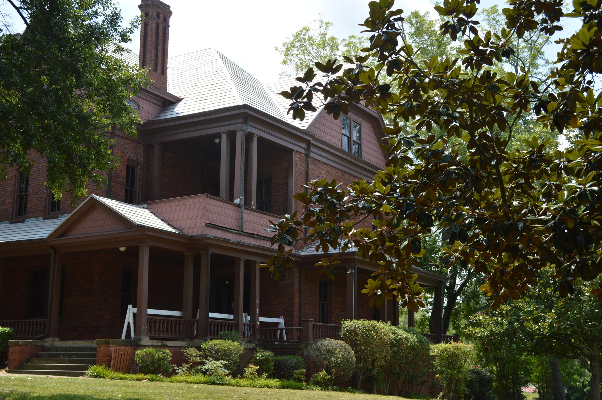 The Oaks, Tuskegee