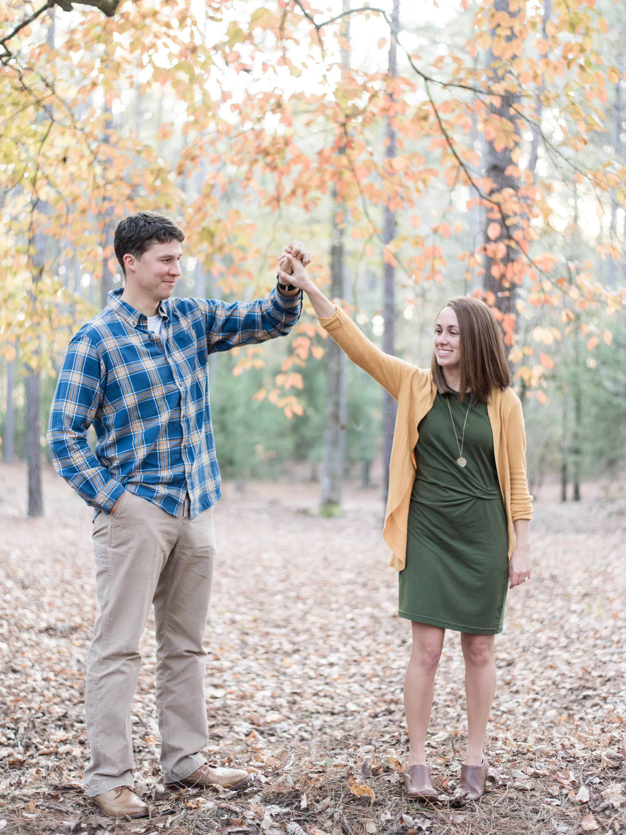 fall engagement photos poses