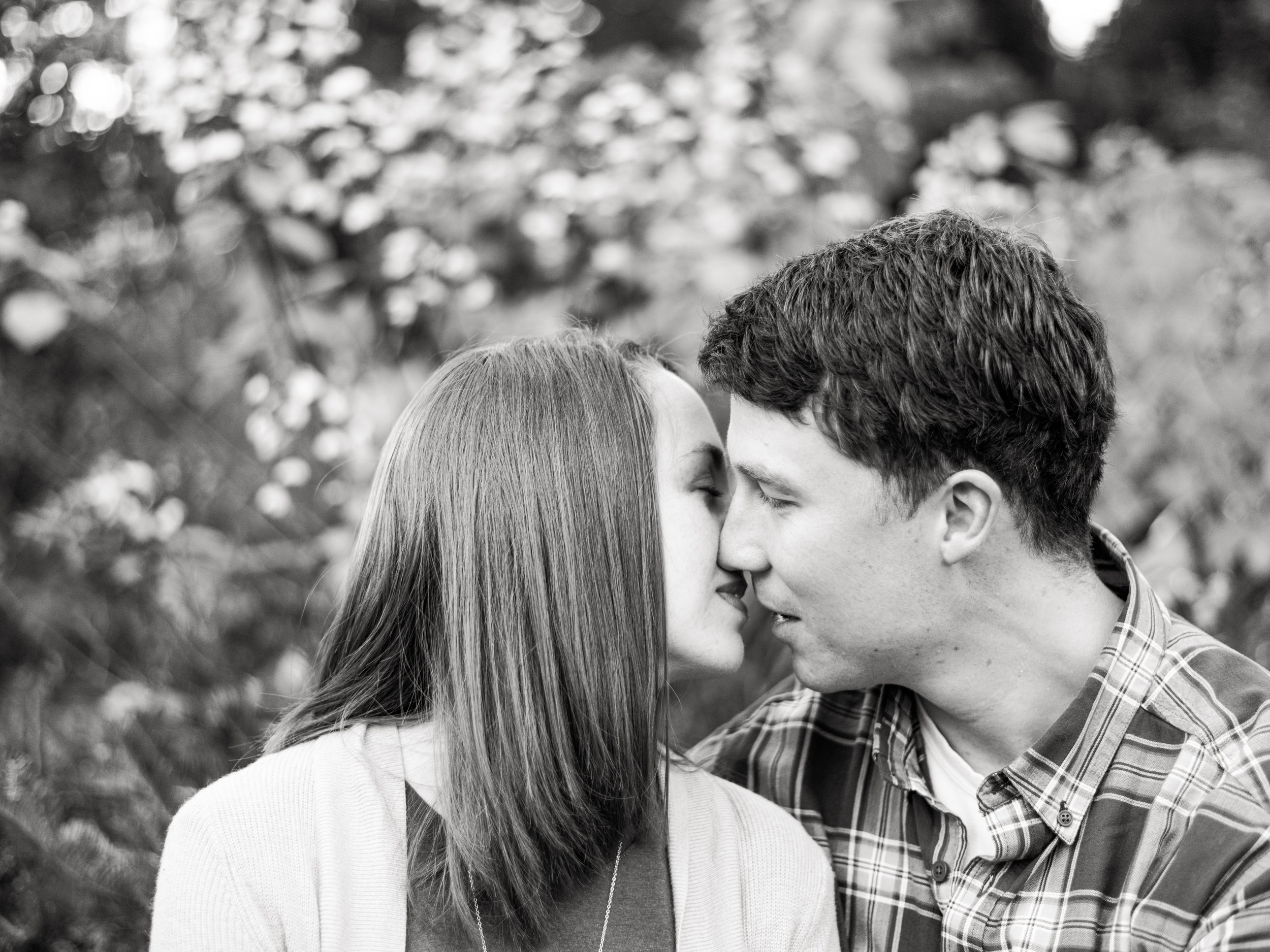 fall engagement photos romantic