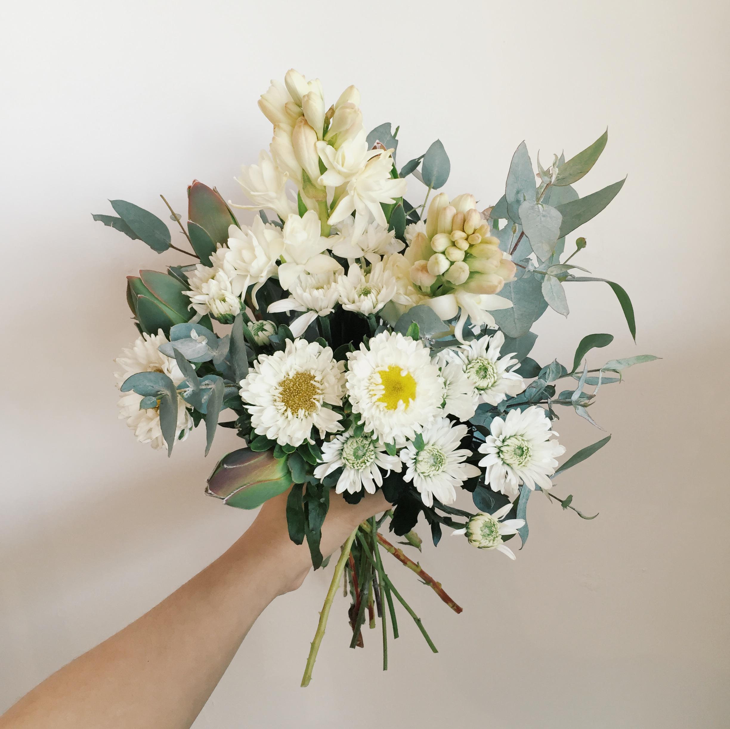 Weekly Fresh Flower Fridays at Beau Est Mien 2013 - 2015