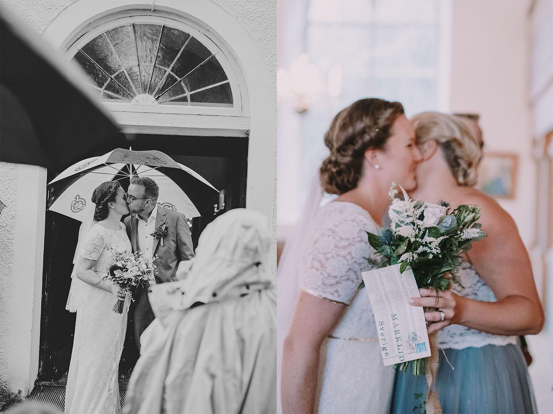 Kyss av brudparet utanför kyrkan under riskastningen