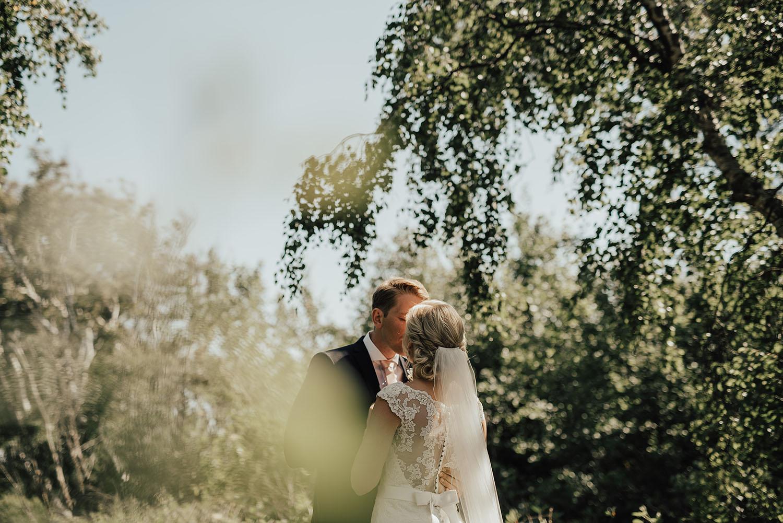 Bröllopsfotografering i Grötvik i Halmstad med bröllopsfotograf Linnsej Photography