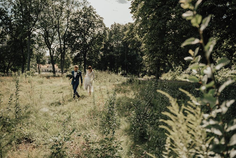 brollopsfotografering-brollopsfotograf-halmstad-malmo-sommarbrollop-brudklänning-bohemiskt-boho-brudbukett