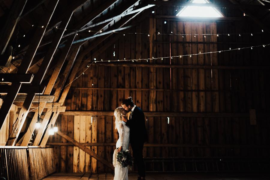 Copy of Bröllop i lada Bröllopsfotograf Bohemiskt bröllop