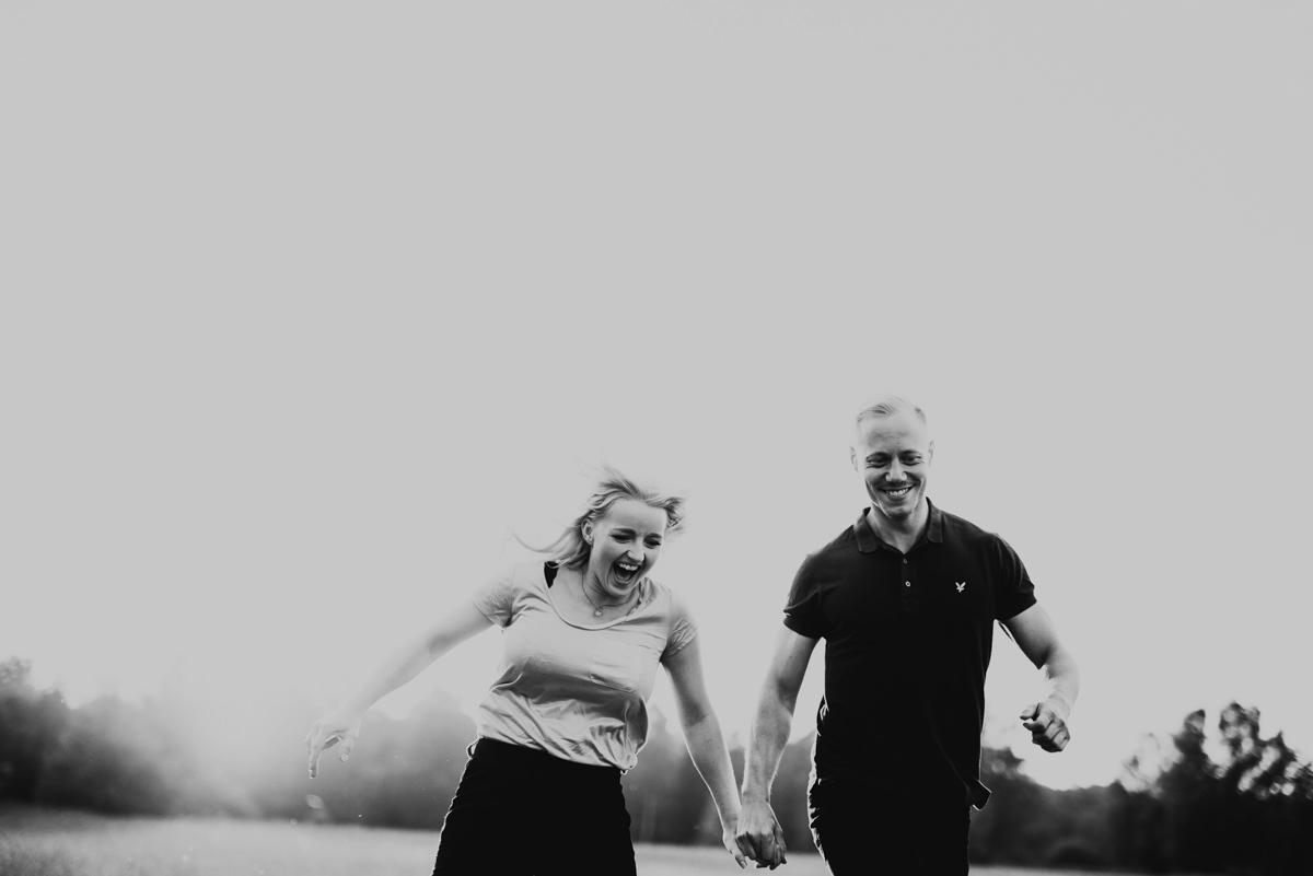 Linnsejphotography-brollopsfotograf-parfotografering-karleksfotografering-inforfotografering-forlovning-brollop-varberg-halland-halmstad-falkenberg-brollopsinpo-bohemiskt-lantligt-vastkusten-vastkustbrollop-0004.jpg