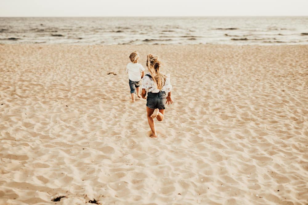 Linnsej-Photography-fotograf-halmstad-familjefotograf-familjefotografering-barnfotograf-syskonfotografering-sommar-i-halmstad-tylosand-frosakull-0009.jpg