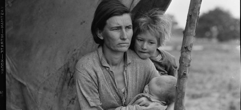 """Dorothea Lange, """"Migrant Mother"""" aufgenommen 1936 in den USA während der großen Depression"""