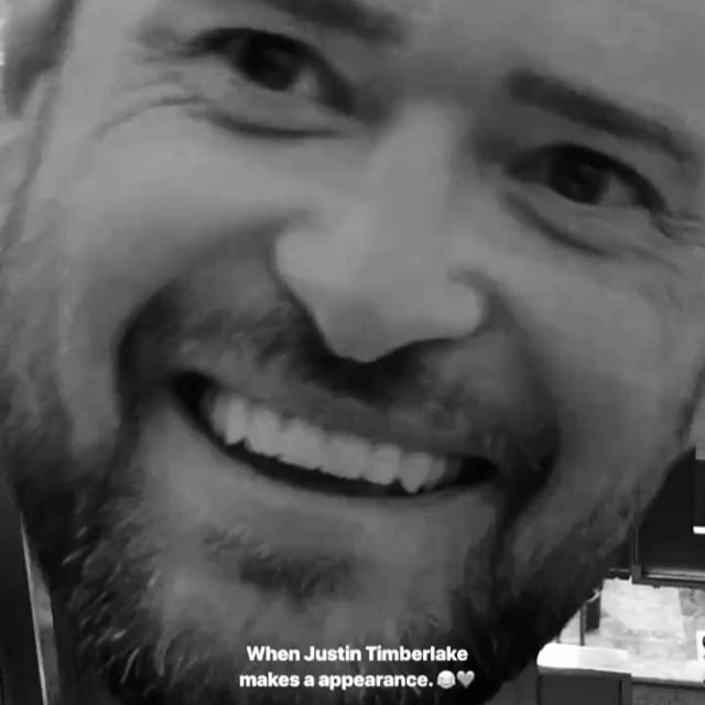 When @justintimberlake makes a surprise visit in your booth.🎤❤️😂Hands down everyones favorite prop at Mercie & Chris's Wedding. #ekadaphotobooth #HappilyEverPlasterer