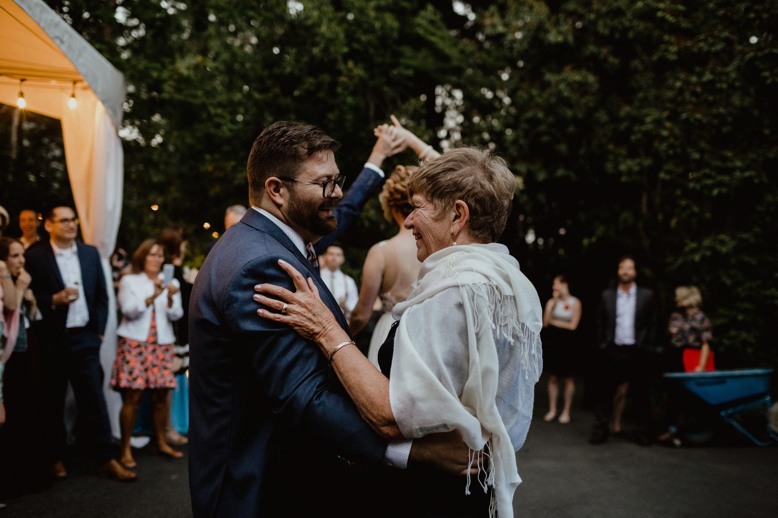 west-vancouver-backyard-wedding-281.jpg