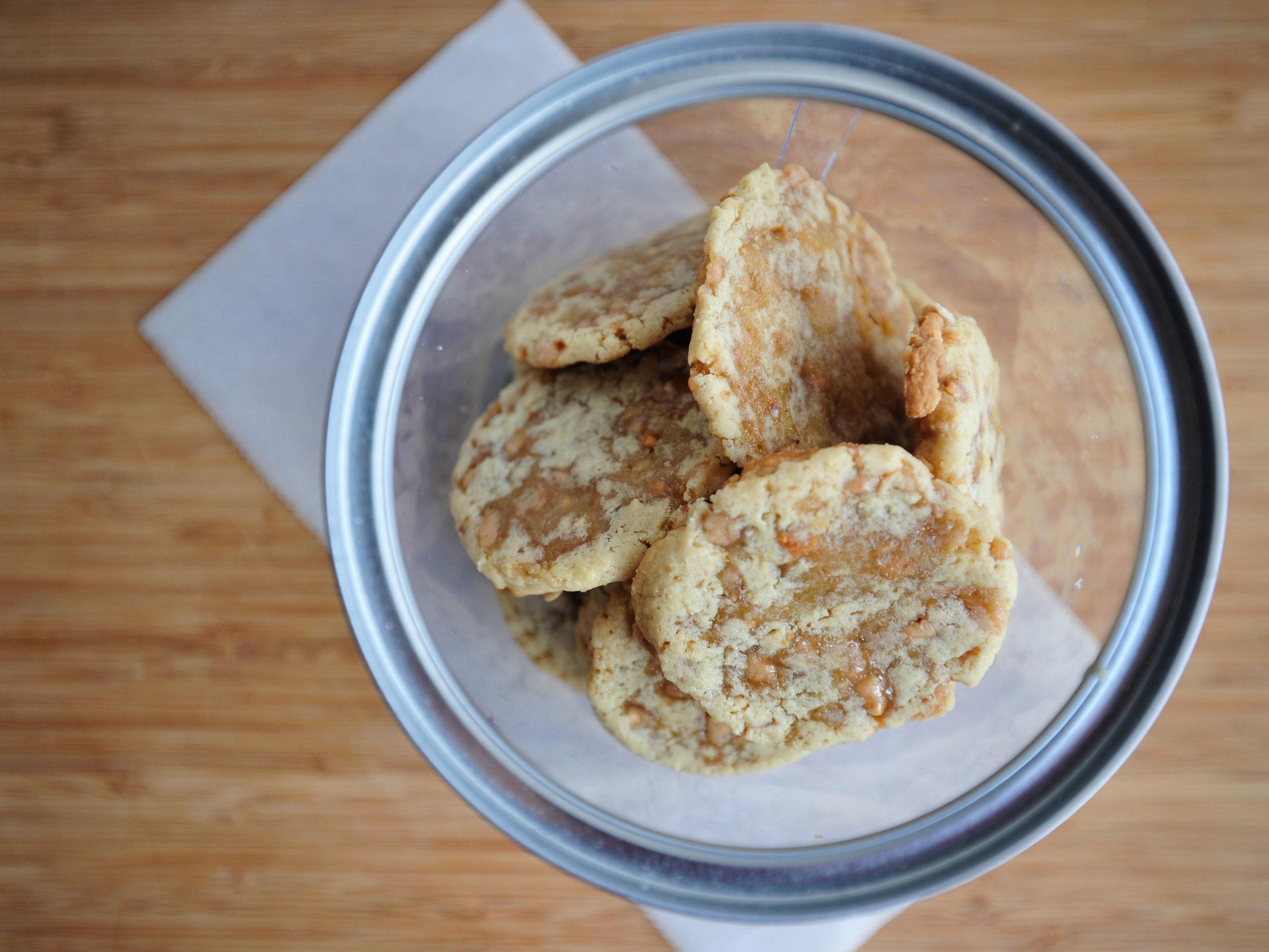 bow-tie-baking-toffee-cookies-3