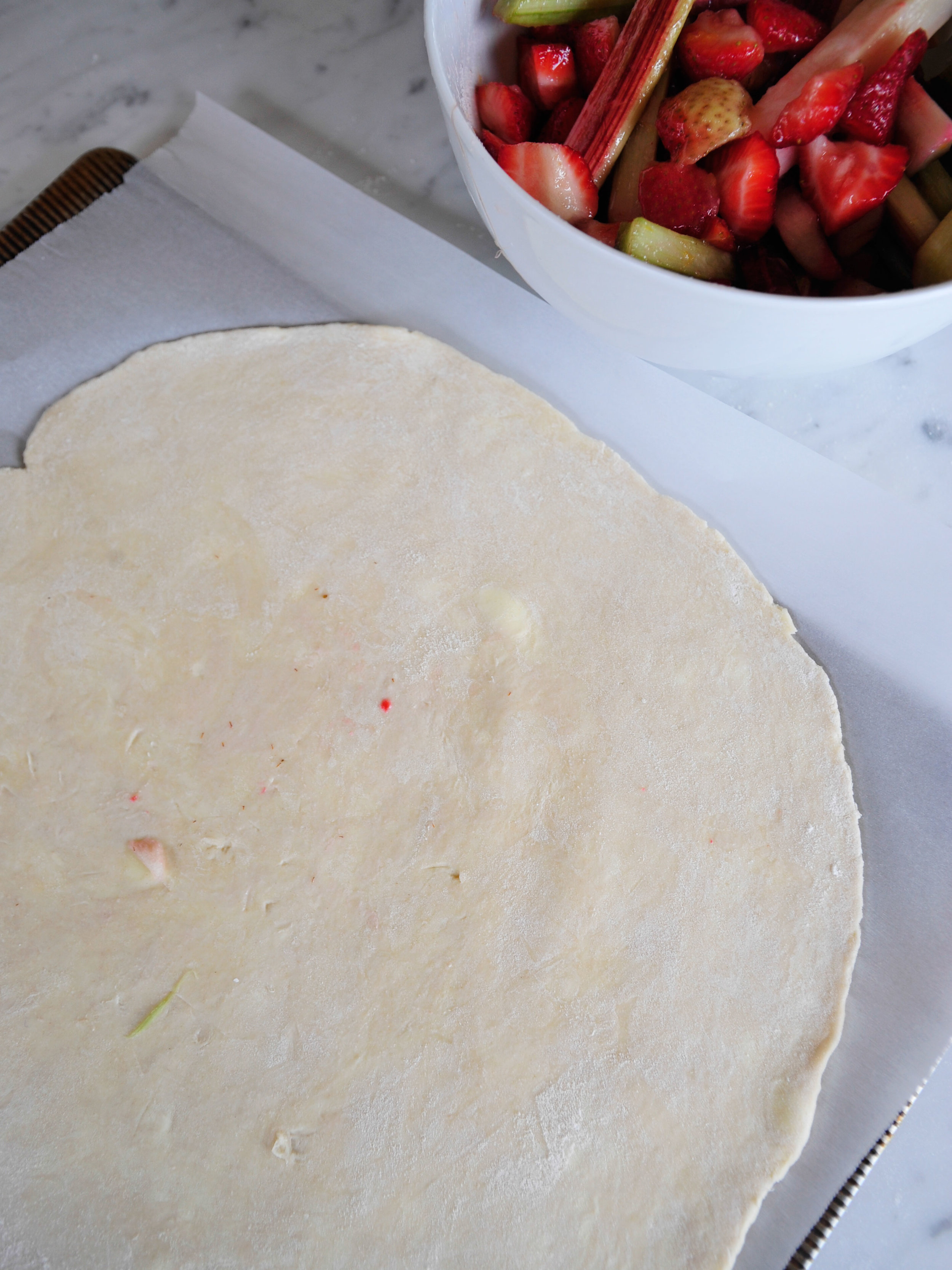 bowtiebaking-strawberry-rhubarb-galette-4.jpg