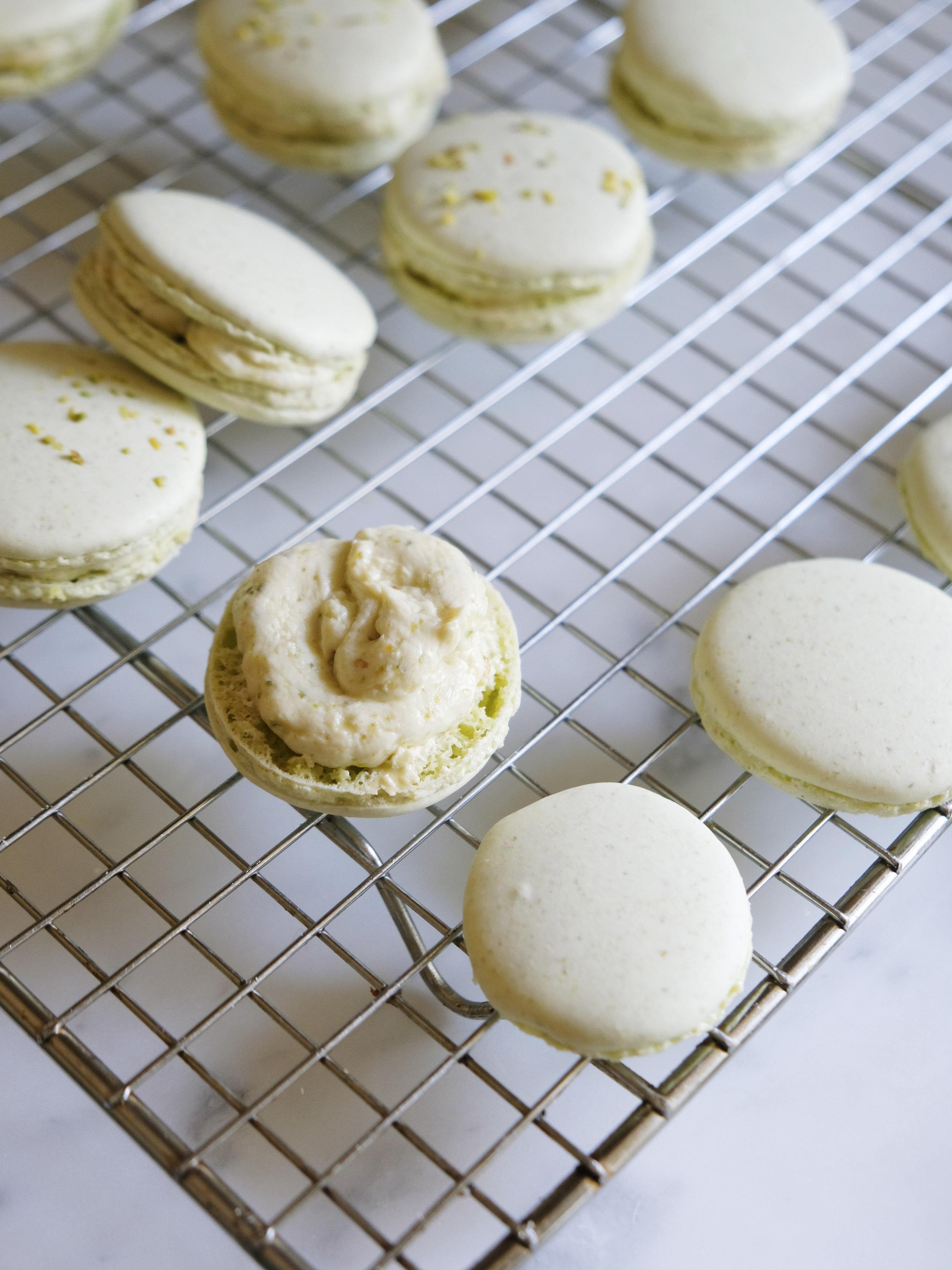bowtiebaking-pistachio-macarons-06