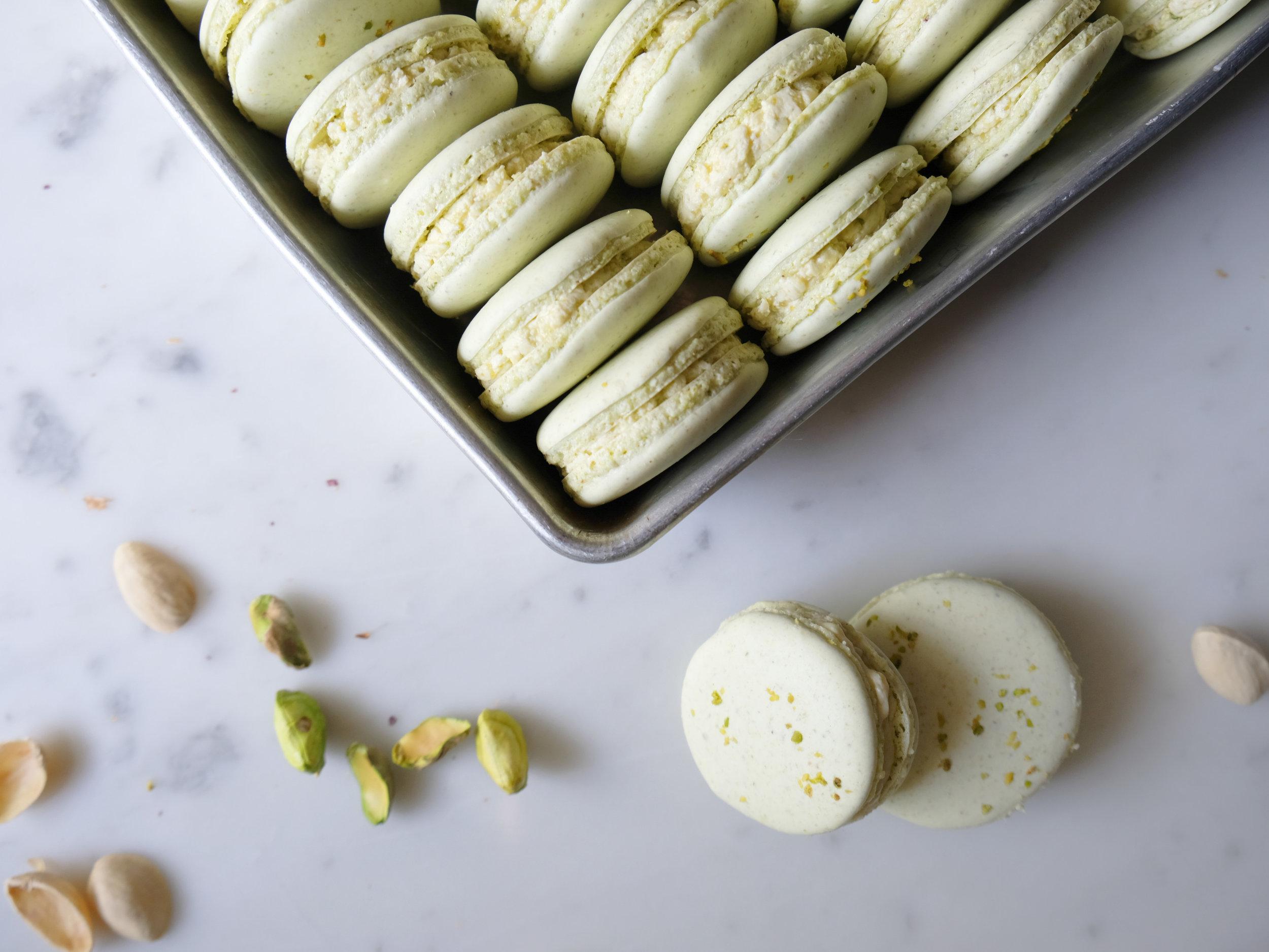 bowtiebaking-pistachio-macarons-08