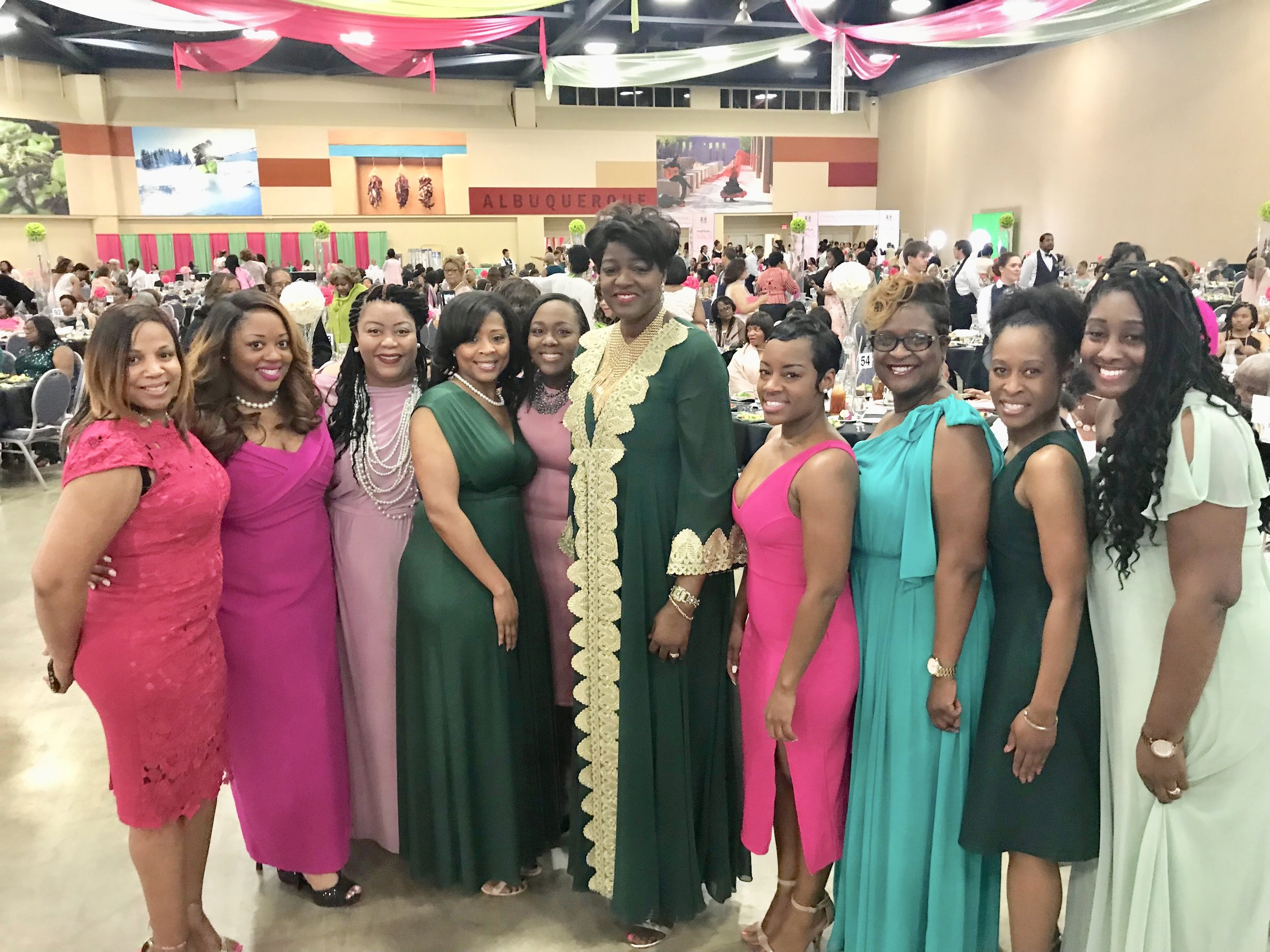 Chi Eta Omega members share a moment with the Supreme Basileus, Ms. Dorothy Buchanan Wilson at the 2018 South Central Regional Conference.