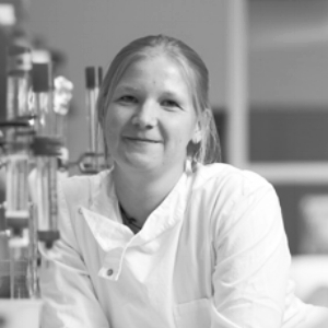 Julie Klint is a Danish biochemist who now works in Germany. It this time of this interview she was a PhD student in Australia. She explains how she ended up working in Australia after a chance meeting between supervisors. Click on Julie's picture to hear her interview. Find her at https://de.linkedin.com/in/juliekklint