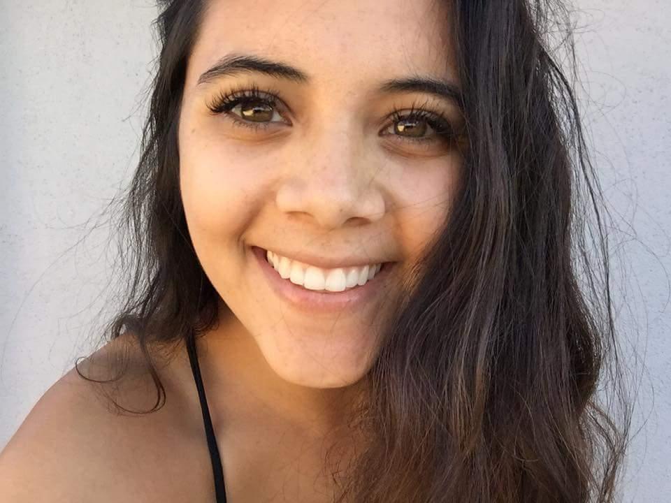 Sydnie beach lashes.jpg