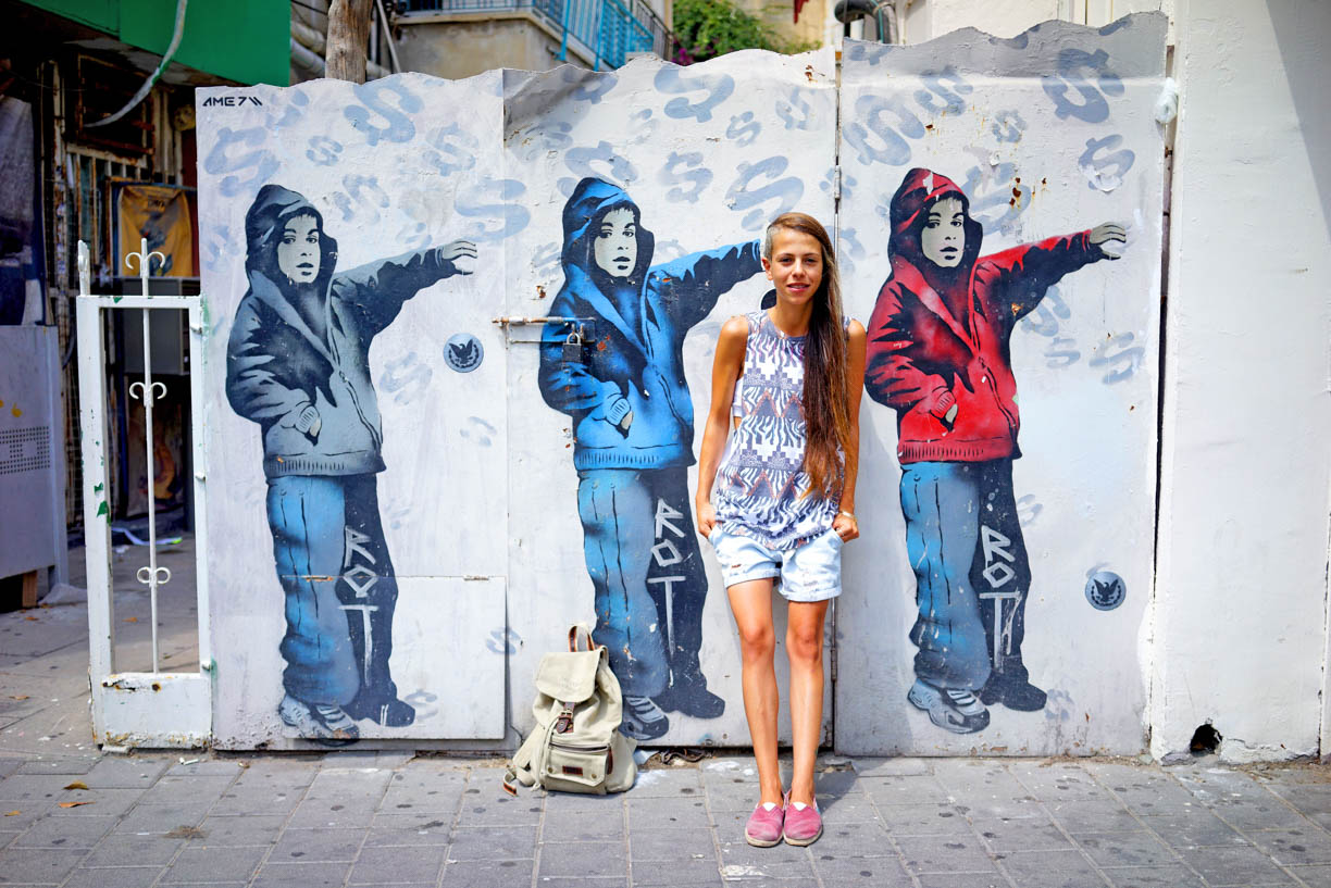 Tel Aviv graffiti, people in the city